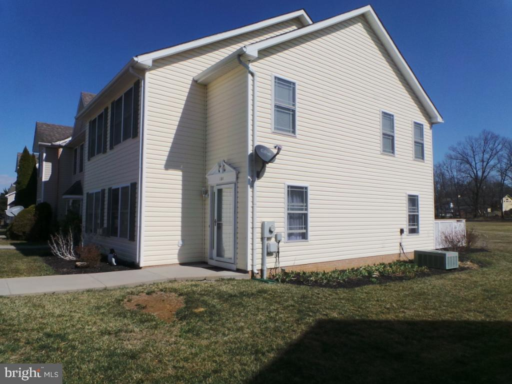 Very well maintained end unit town home in a nice subdivision.  Enjoy these days ahead on your back