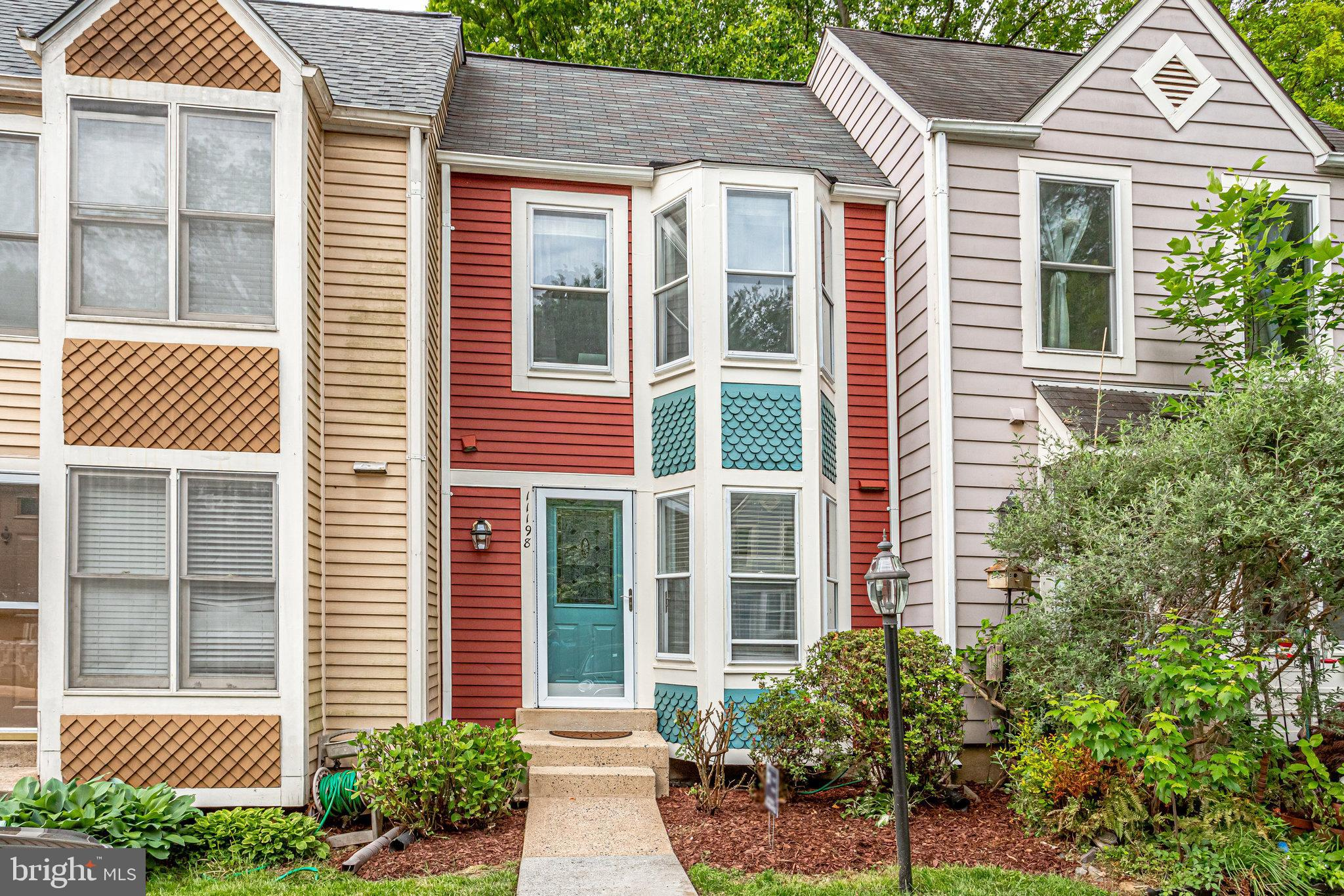 Recently painted TH conveniently located in S. Reston near shopping, dining, major transportation ar