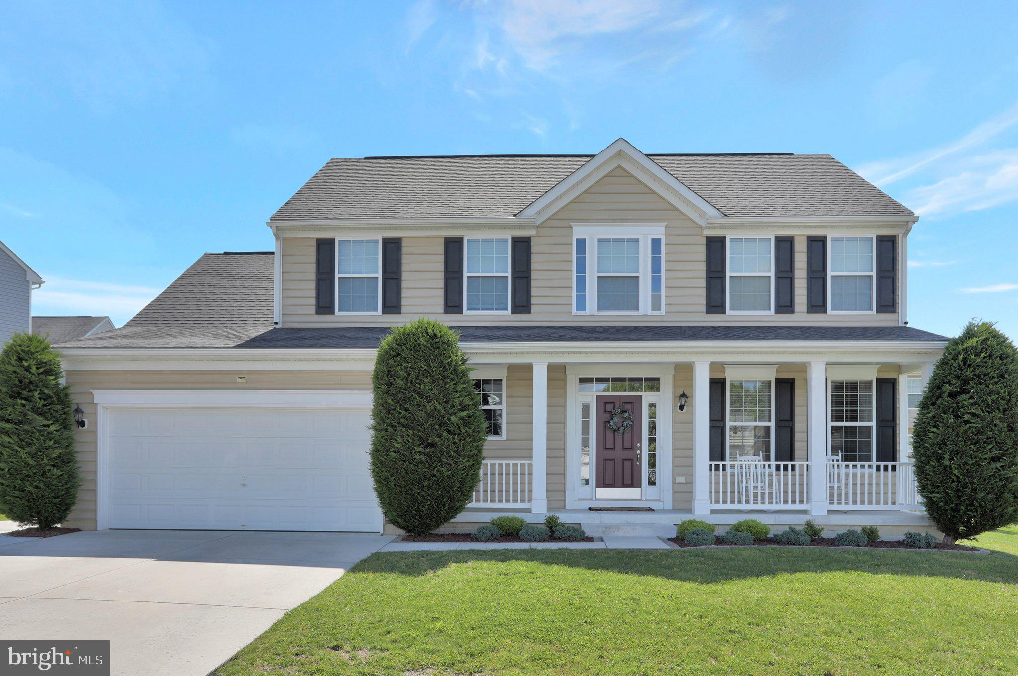 This attractive and immaculate, one-owner, colonial is move-in ready!  Front entrance opens to a wel