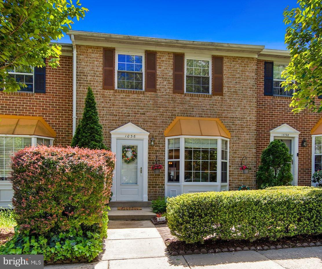 HERE'S THE ONE YOU'VE BEEN WAITING FOR!!  WONDERFULLY UPDATED AND METICULOUSLY MAINTAINED BY ORIGINA