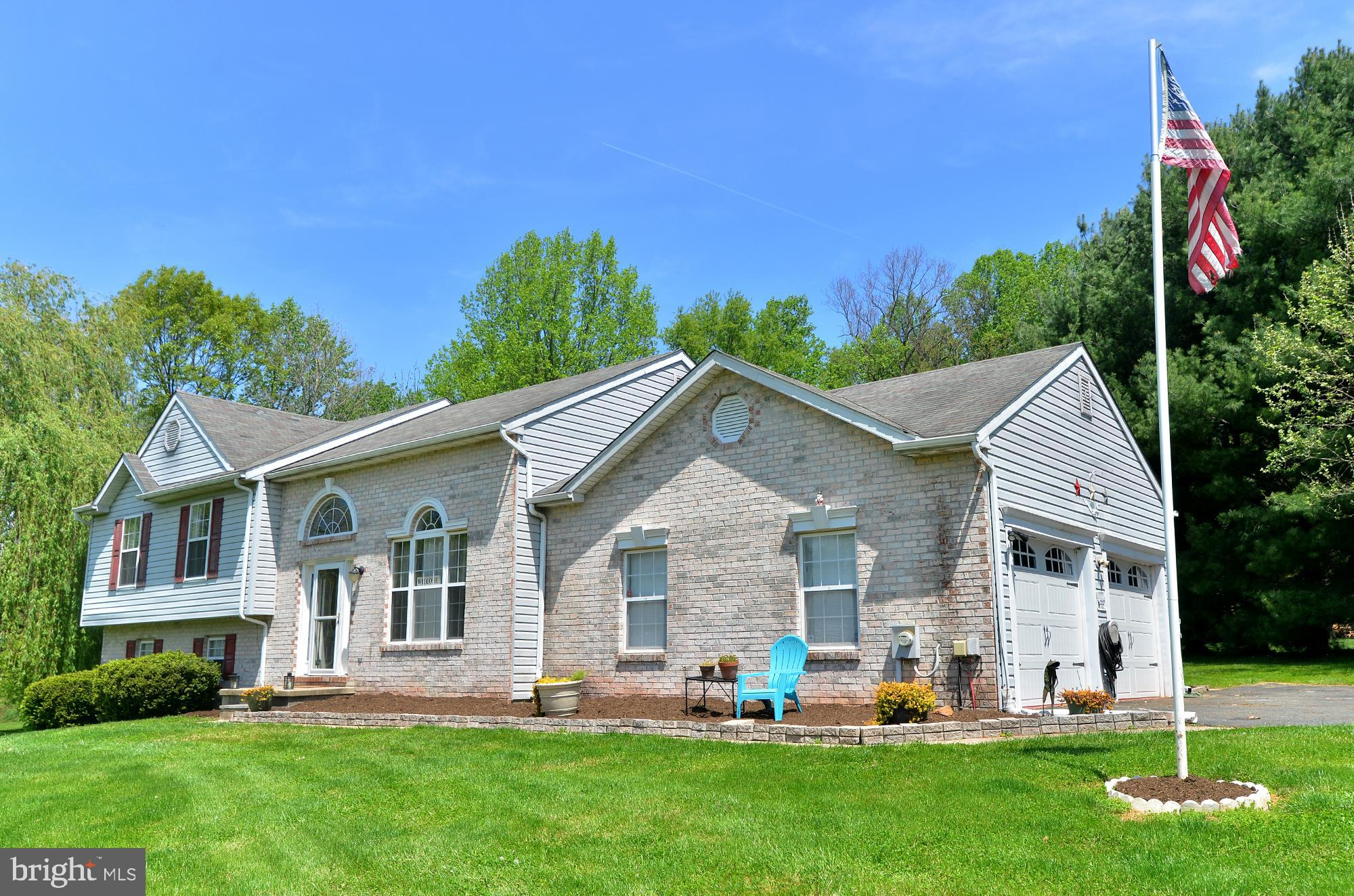 Well maintained split level located in a quiet neighborhood.  New addition added in 2002 with a main