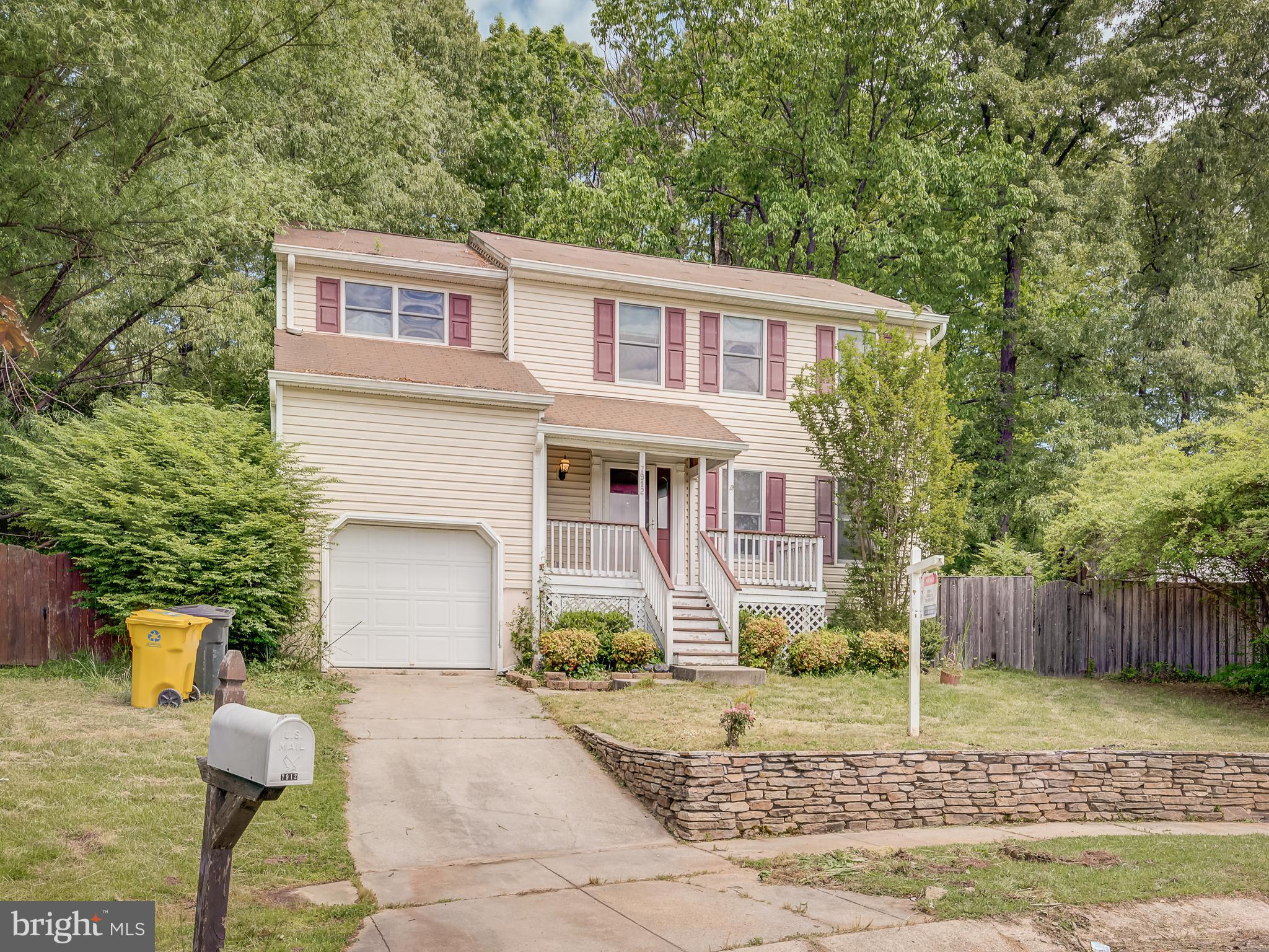 ***HIGHEST AND BEST DUE BY MONDAY AT NOON*****This super nice Colonial needs a little TLC to make it