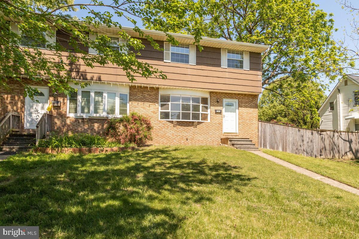 Great Duplex in the Heart of Glen Burnie! This 3 bedroom, 1.5 bath home is just right for a first ti