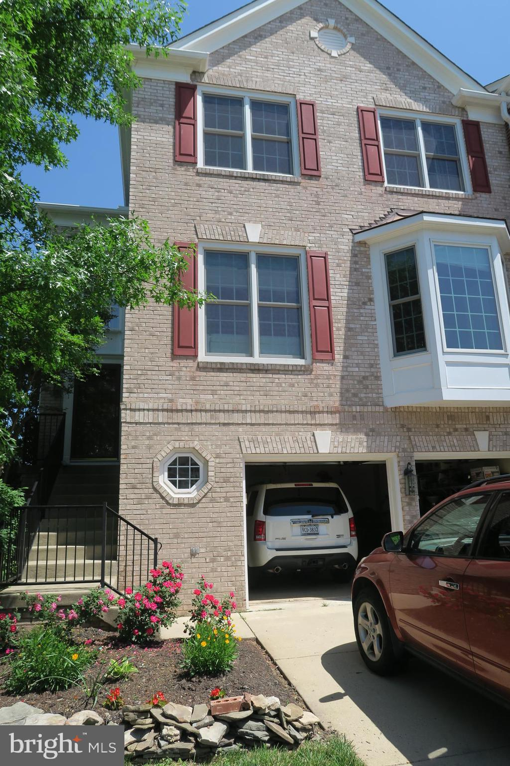 End unit Large Townhouse with 4 Bedrooms and 3.5 Bathrooms. Good location  move-in ready,  near down