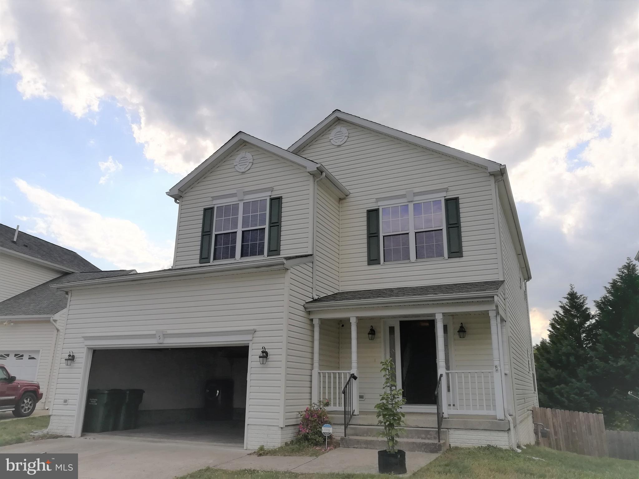 Beautiful 5BR, 3.5BA, 3 finished level colonial single family house backing to trees! Nicely updated