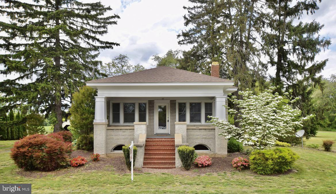 What an awesome charmer!  Stunning wood work .  Gorgeous hardwood flooring.  Updated kitchen.  Updat