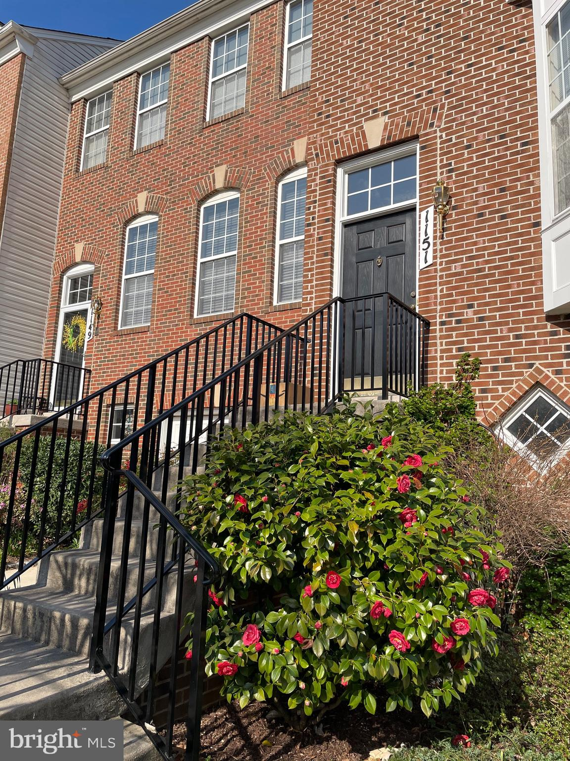 August Woods - 3 Level Townhome with Garage - Freshly Painted - Fireplace - Gourmet kitchen - Main W