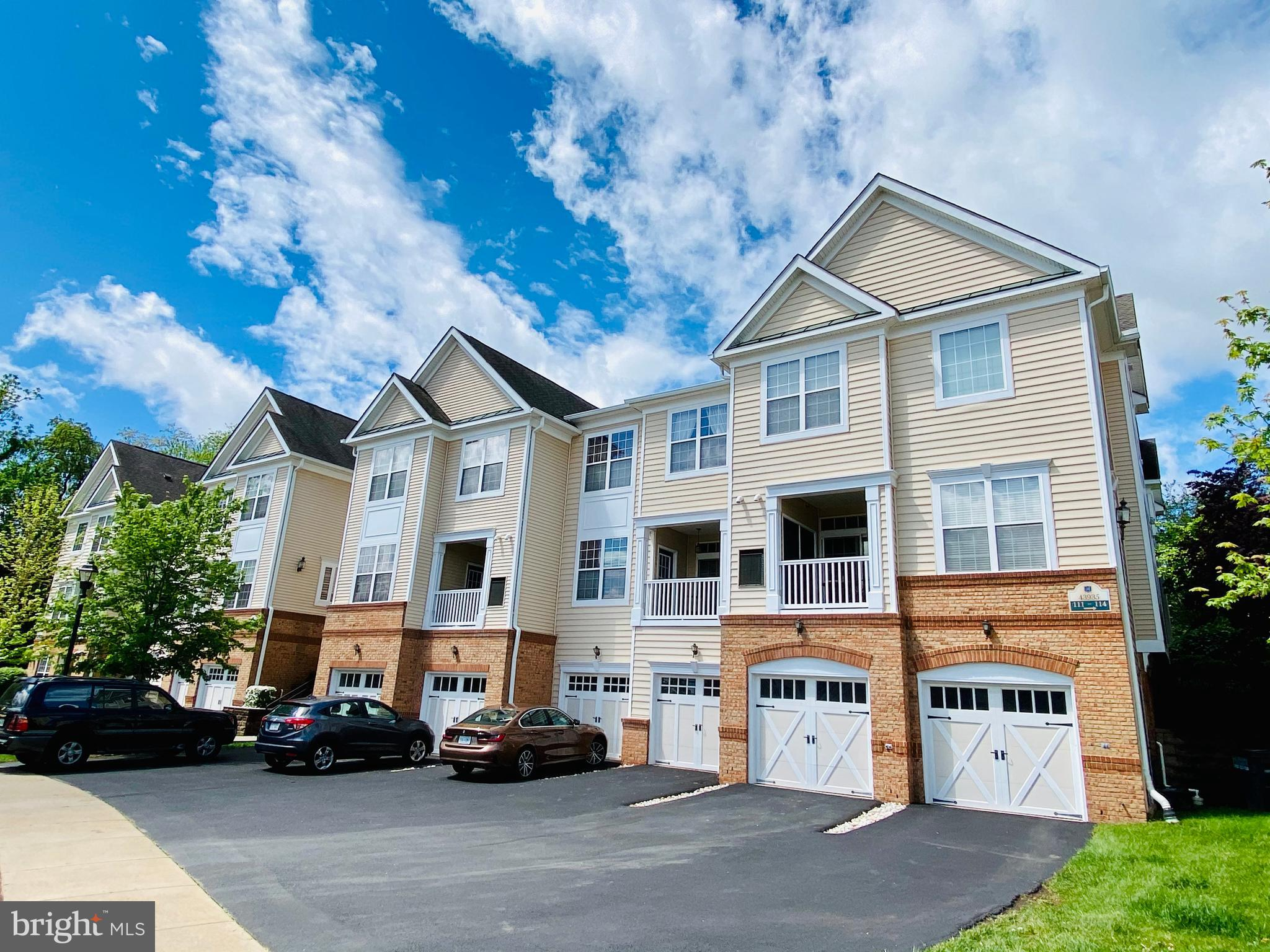 WELL MAINTAINED 3 LEVEL 2 BEDROOM 2.5 BATH CONDO IN BELMONT COUNTRY CLUB!  THIS IS A MAIN LEVEL UNIT