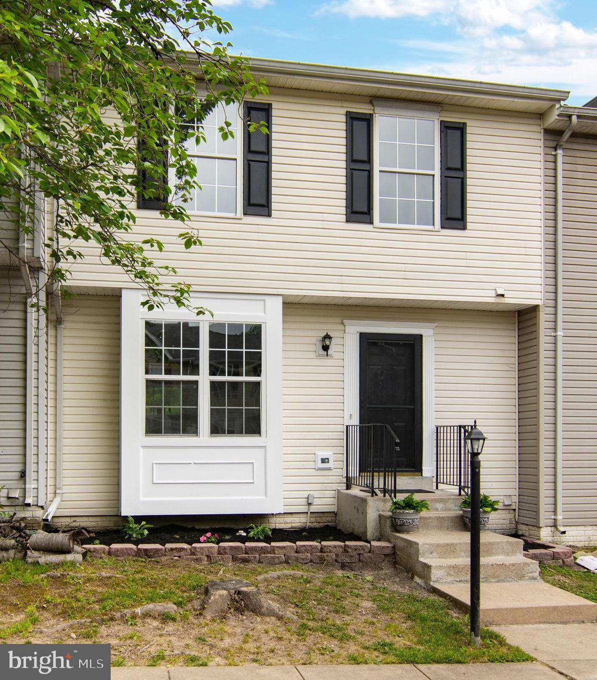 Look no further! This 4/3.5 will not last! Gorgeous renovated townhouse with lots of upgrades that i