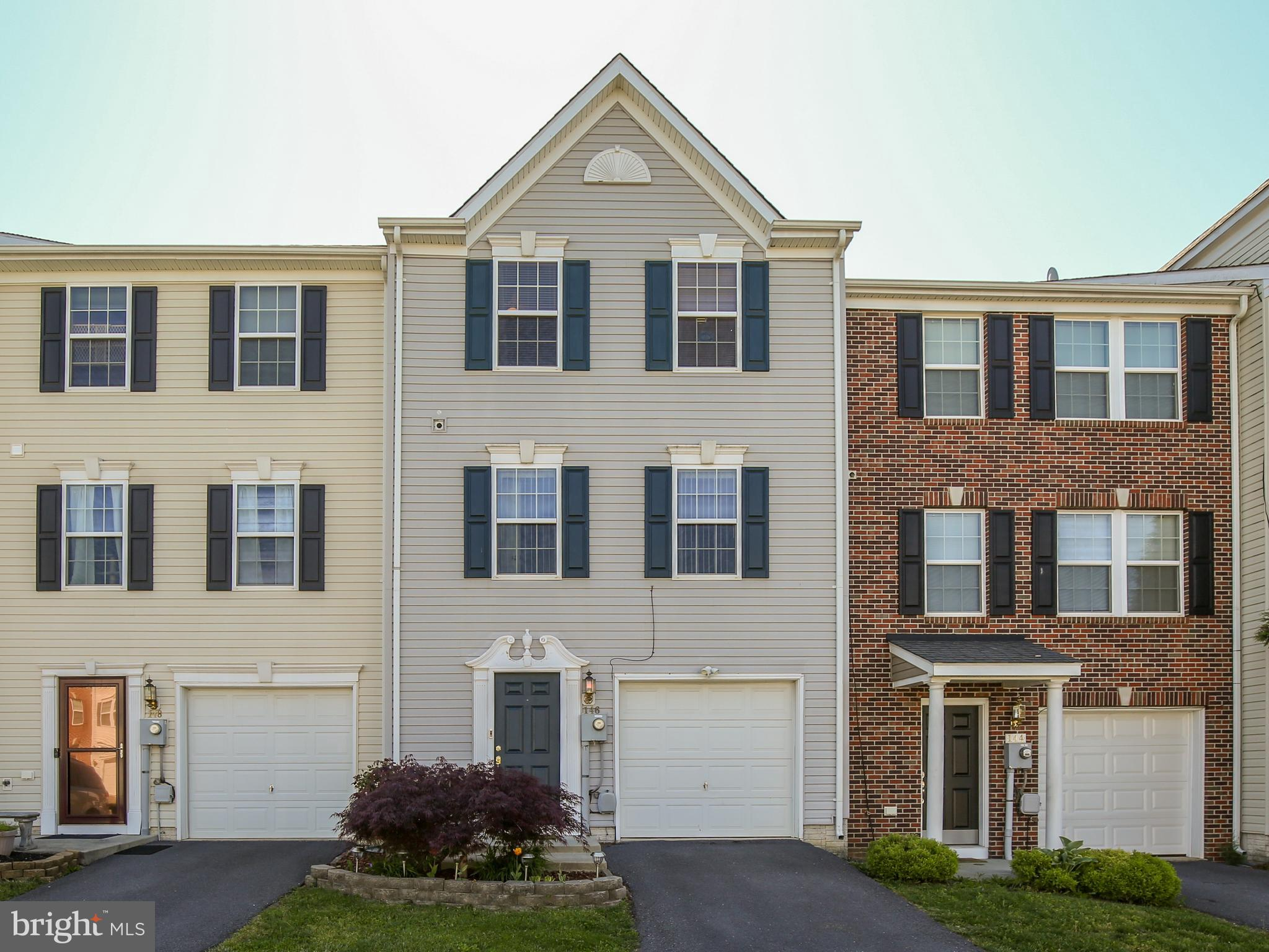 Nice 3 level townhome in Manor Park. 3 bedrooms, 2 1/2 baths. Finished family room and recreation ro