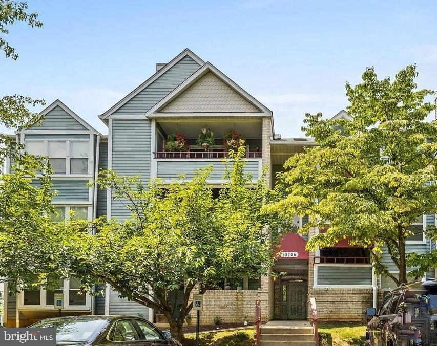 REO – Great Size! 2 bedrooms, 2 baths. Ground Floor Patio, Fireplace, washer & dryer in unit. Commun