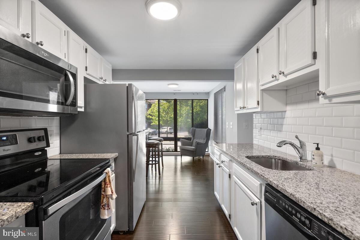 **FHA APPROVED** Beautifully renovated 2 bedroom and 2 bathroom condo! The kitchen has Stainless Ste