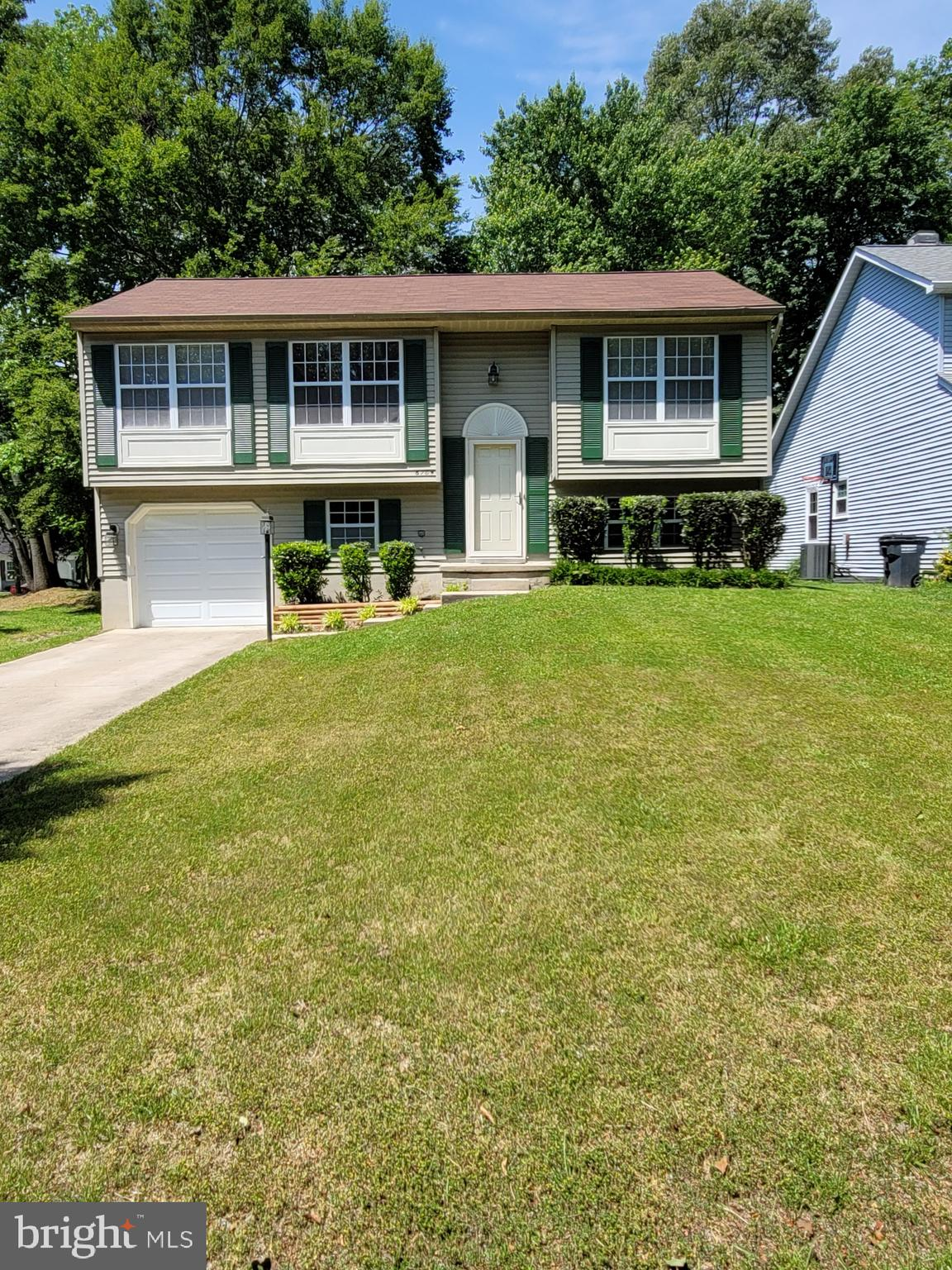 Great starter home or downsizing from the large 4+ bedroom mansion you no longer need.  Very clean a
