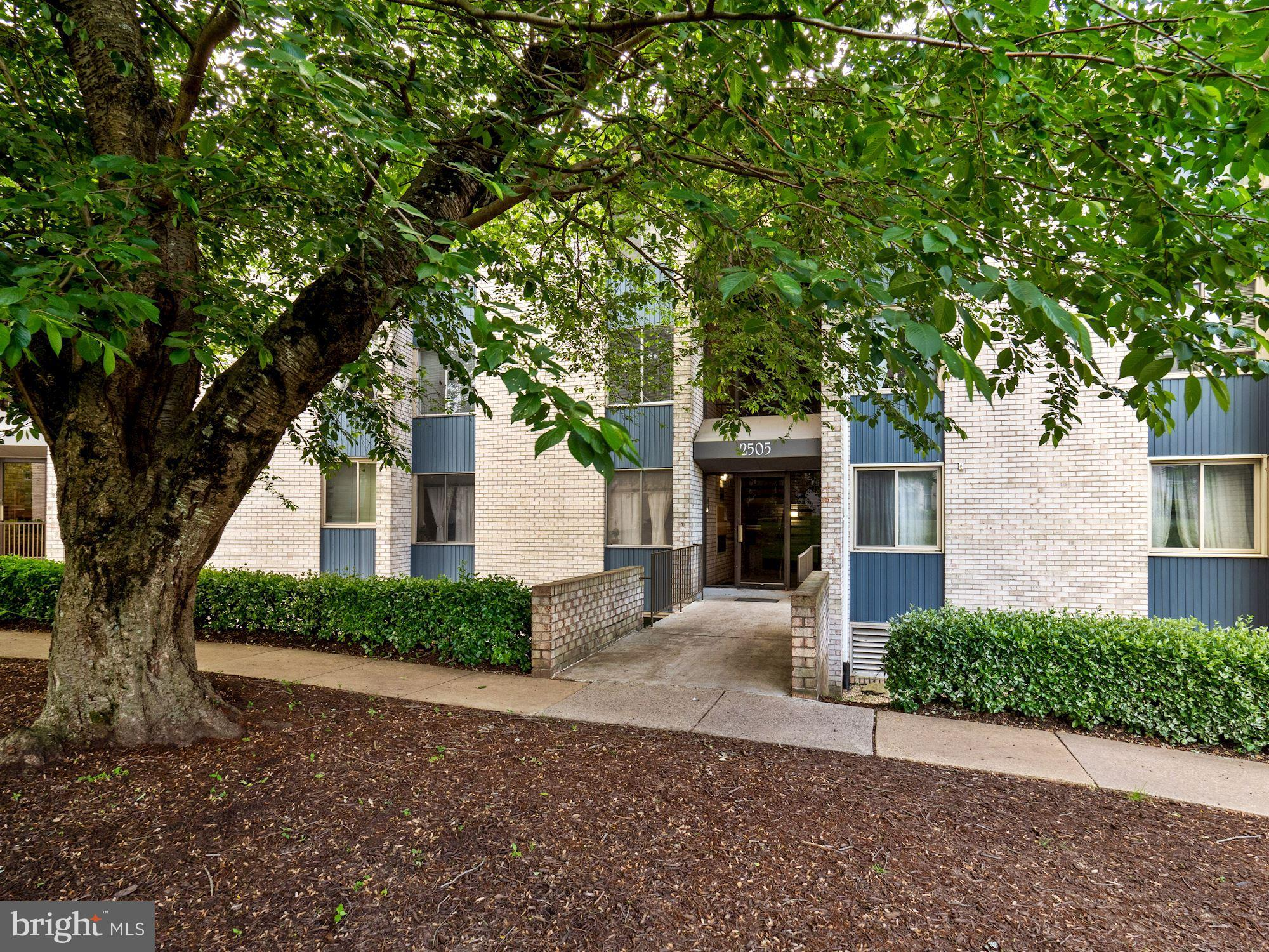 UPDATED TWO  LEVEL CONDO IN ROCKVILLE! Renovated 1 bedroom / 1 full bath with wood floors throughout
