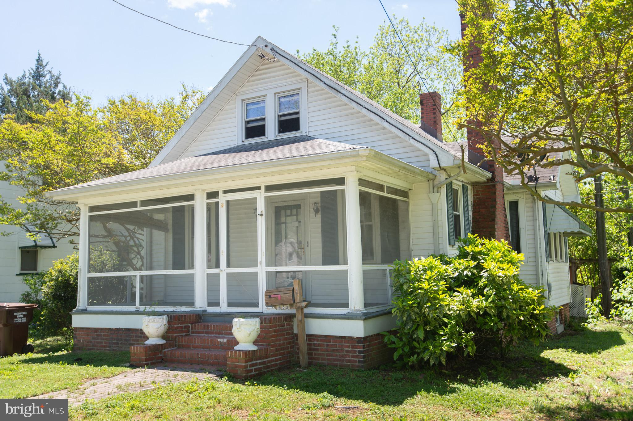 Cambridge charmer! This 3 BR, 1 1/2 home bath offers more than  you'd expect - a  lofted family room
