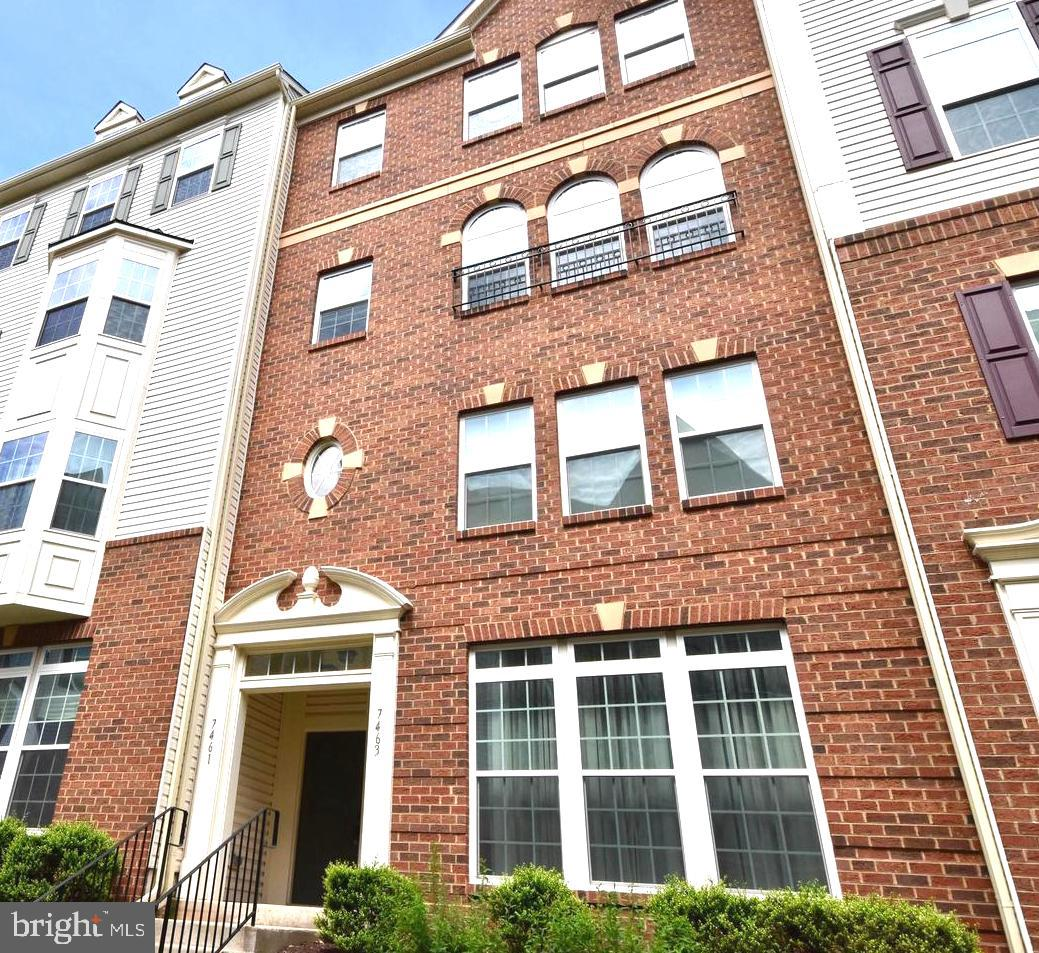 VERY NICE 3 BEDROOM 2.5 BATH GARAGE TOWN HOME IN SOUGHT AFTER SOMERSET.  SPACIOUS KITCHEN WITH GORGE