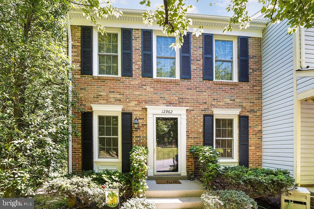 Stunning, impeccable corner unit townhouse with tons of upgrades in the highly sought after Westridg