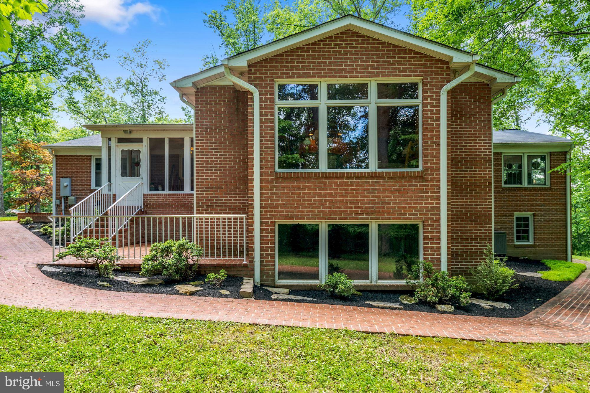 ***Welcome to the Beautiful Chestnut Lick Overlook Home! ***This Spectacular home is all brick featu