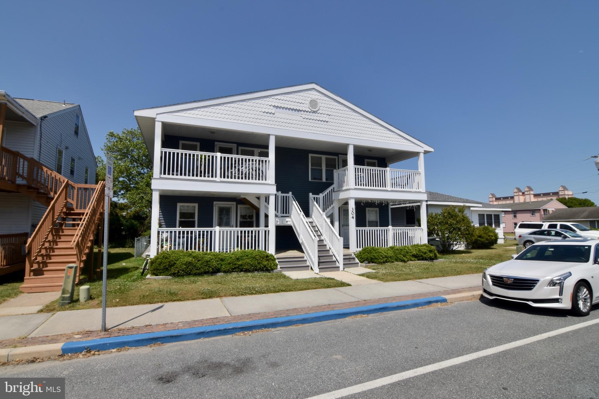 Rare opportunity for a fantastic Investment Opportunity in a Great location! 4 unit building with 3