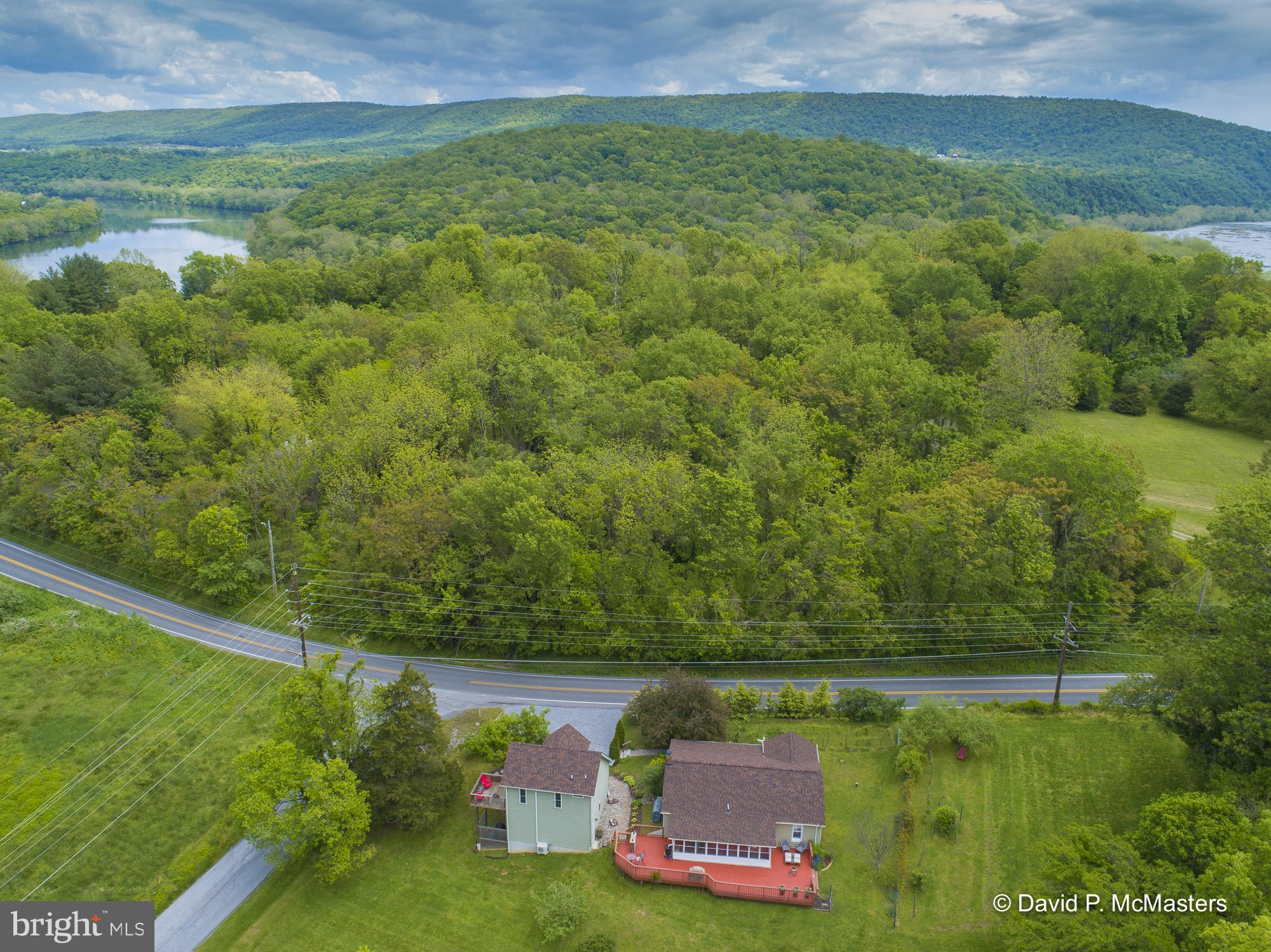 Situated just steps away from the Potomac River near Bolivar Heights and a few minutes drive to Hist