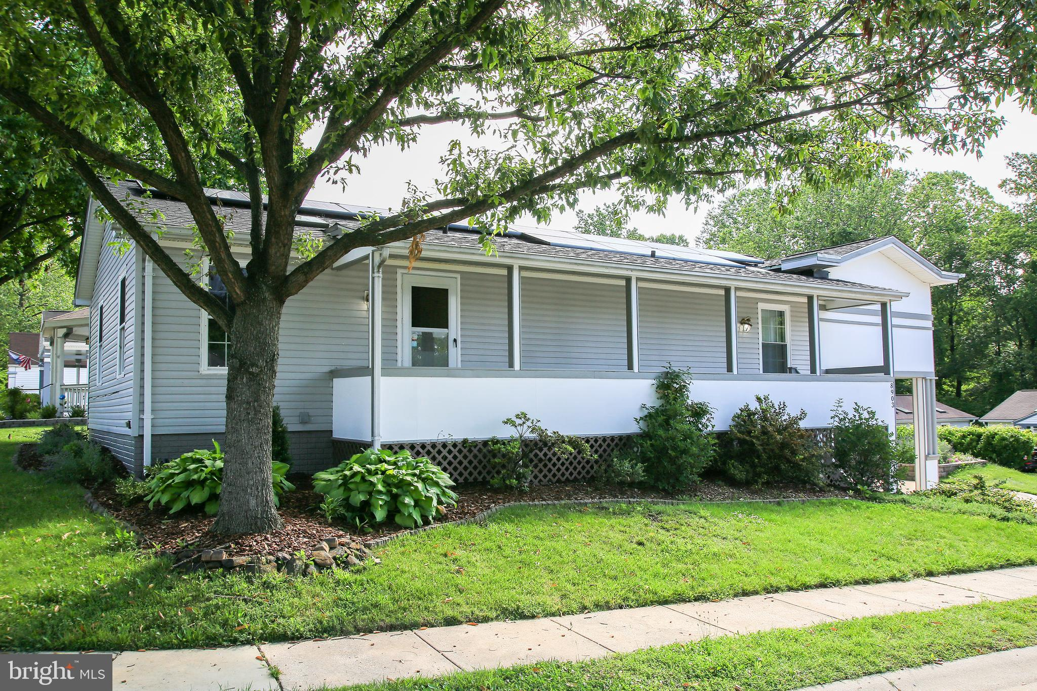 BUYERS FINANCING FELL THROUGH - BACK ON THE MARKET! !   Spacious front porch perfect for a cup of co