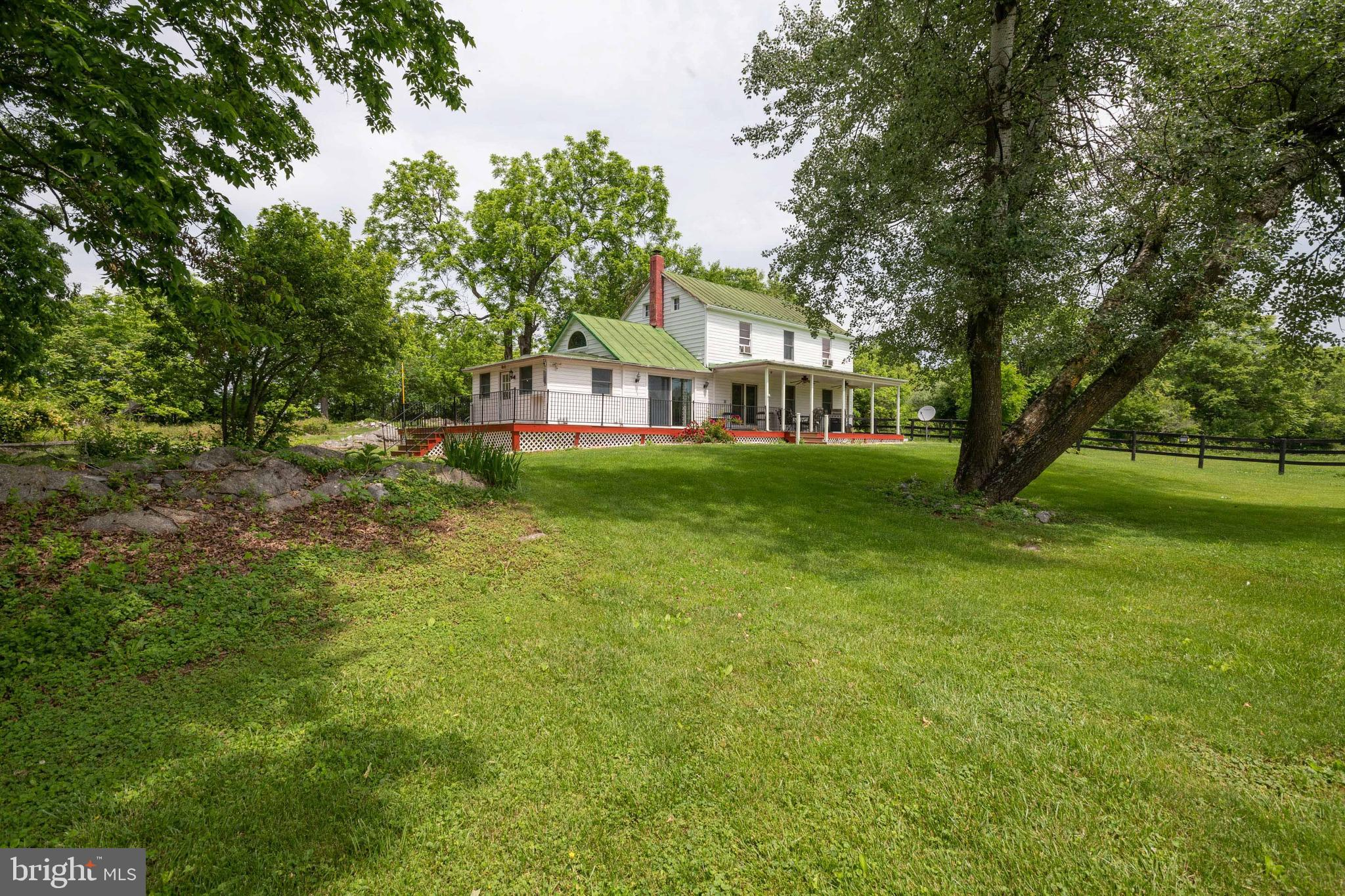You and your four legged farm animal friends will be loving life on this unrestricted 15 acre Farmet