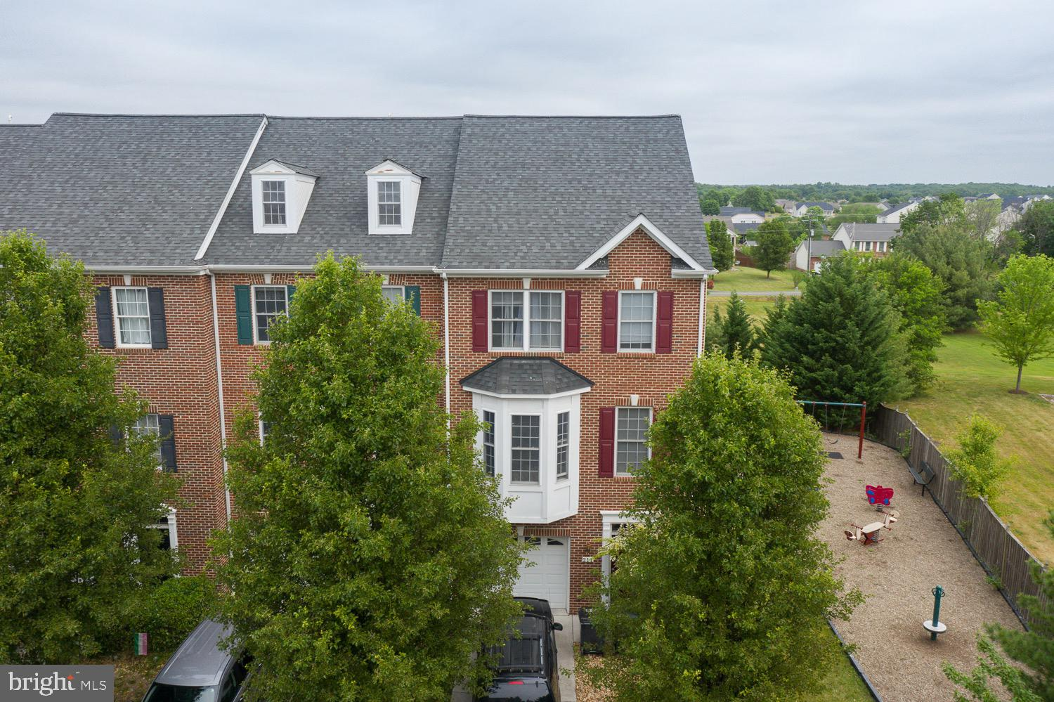 Come check out this great, end unit townhouse, located  in Stephens City! Great commuter location- only 5 minutes from Interstate 81 and only 20 minutes from Route 50. Small community of townhouses and located near all great things Stephens City has to offer. Grocery shopping, parks, walking paths, outdoor trials, restaurants, and gyms are all within a 5 minute drive. Townhouse offers 3 levels of amazing space. Gas fireplace and laundry located on lower level. Second level offers spacious kitchen and bump outs add plenty of room for small eat in kitchen or larger dining table. Half bath located on the second level off of living room. Two full baths located on top level in hallway and Master bedroom. Bring all offers