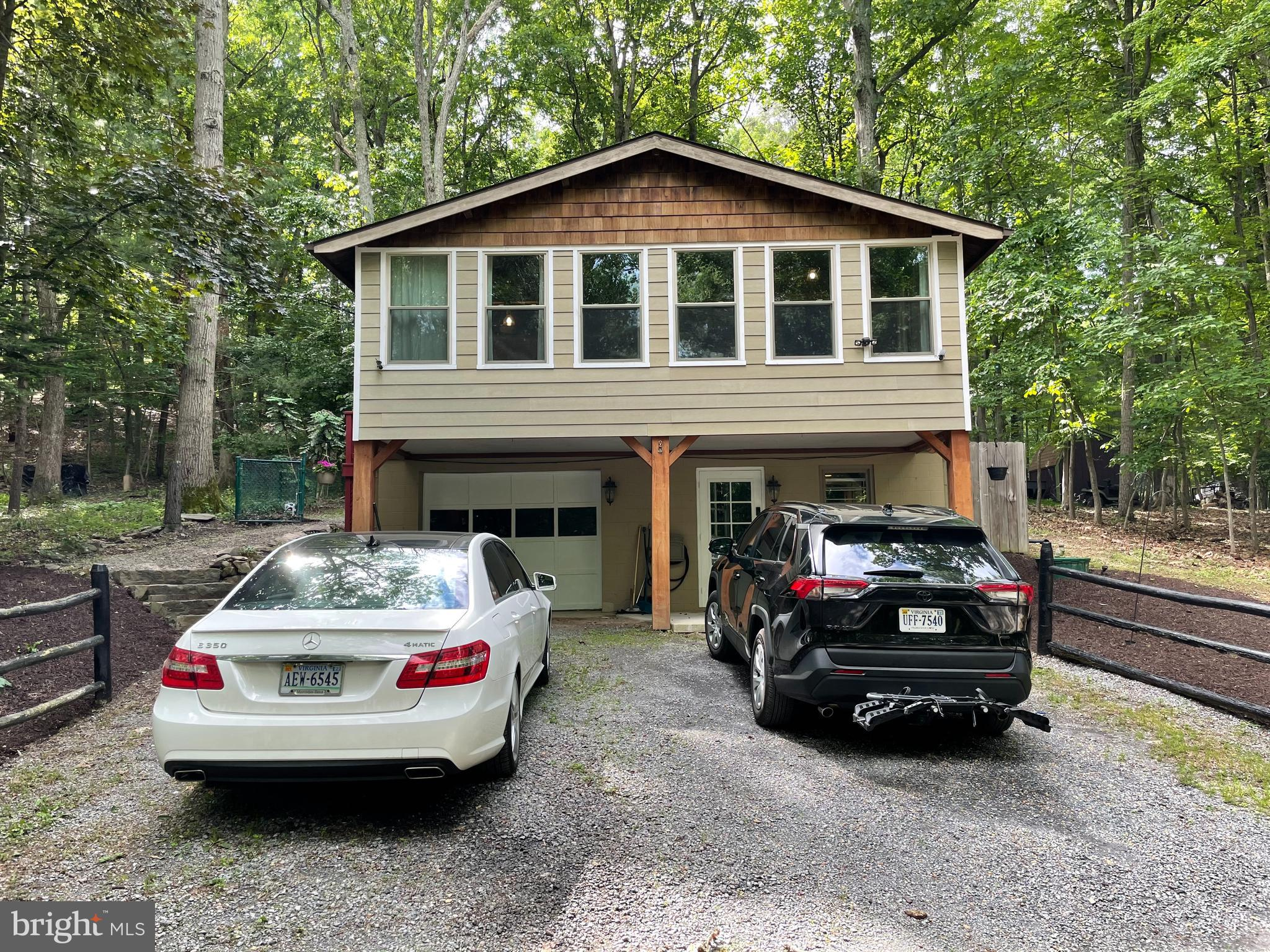 Stunning log-style home now available in the Shenandoah Retreat.  Beautiful, relaxing country settin