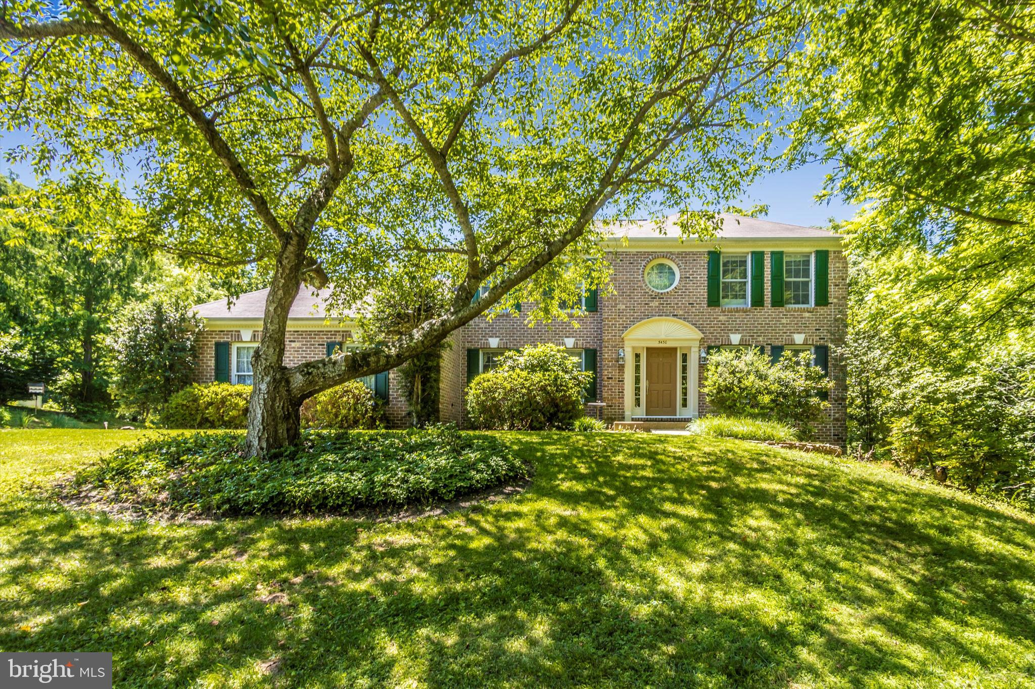 CHARMING  HOME ON  MAJESTIC  LOT TUCKED AWAY ON PRIVATE ROAD*FINISHED  LOWER  LEVEL WITH SECOND KITC