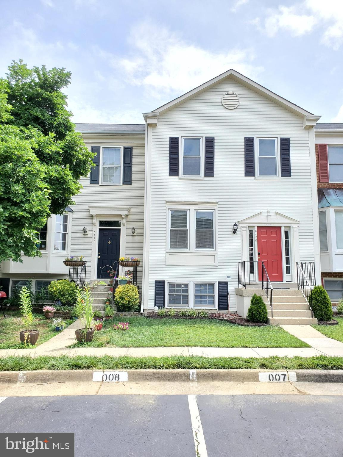 """Charming 4BR 3.5 BA Kingstowne Townhome with  New SS Appliances, newer HVAC, New Sidings & New Roof. 3BR 2BA upstairs, w/additional guest room/office and full bath in the basement. Rec room w/fireplace walks out to patio/yard. Open kitchen w/island, breakfast area, and granite counters. Great Kingstowne amenities. Close to shopping, restaurants, Metro, Ft. Belvoir. Just move in. """" New Appliances will be install on June 3rd."""""""