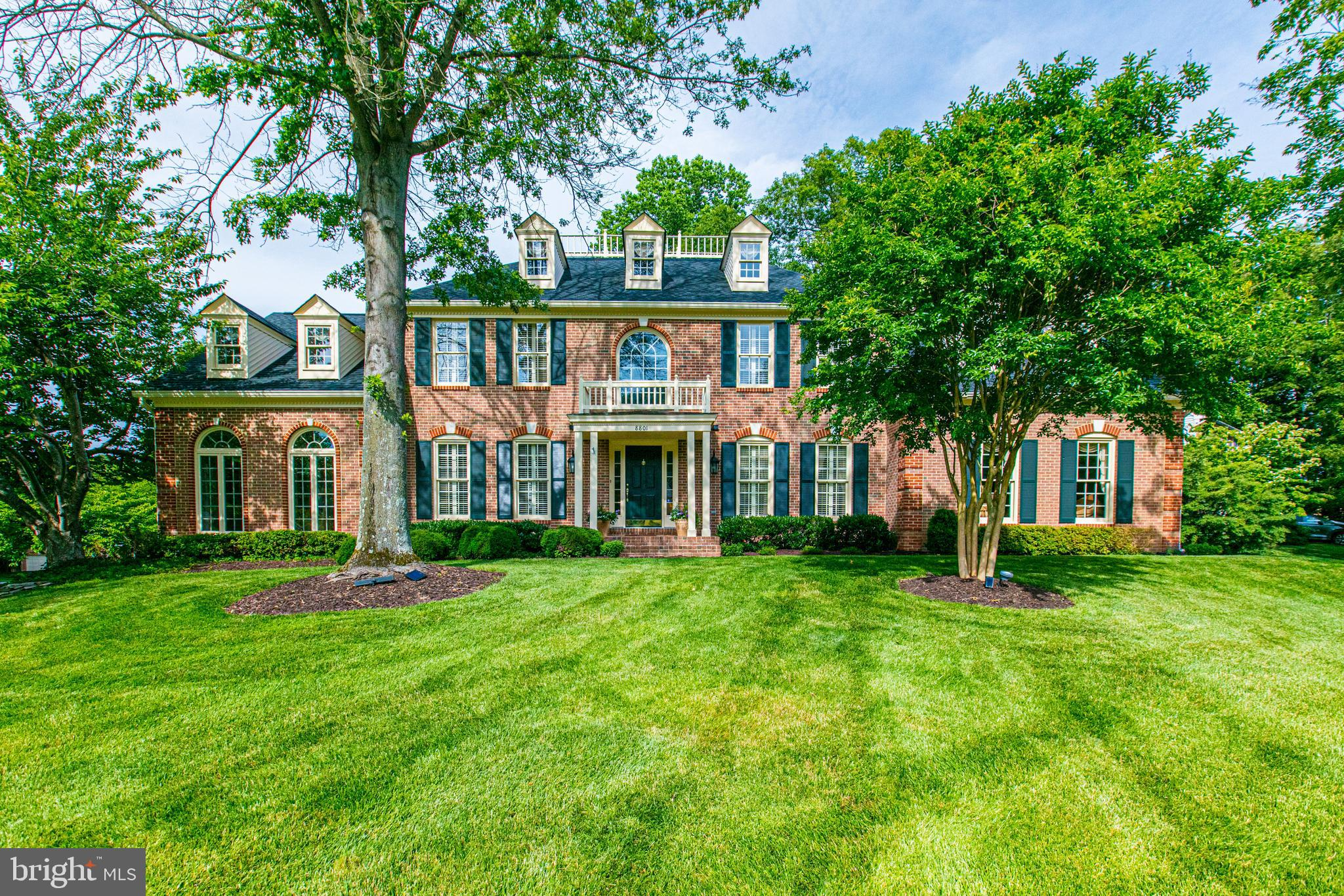 Welcome to the handsome elegance of this luxury single family home complete with high-end architectu