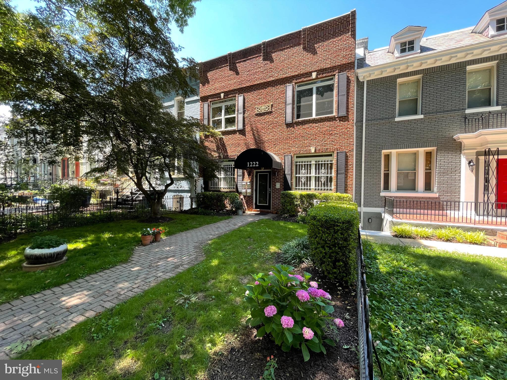 Gorgeous, freshly renovated 2BD/2BA Cap Hill condo with sky-high ceilings, brand new hardwood floors