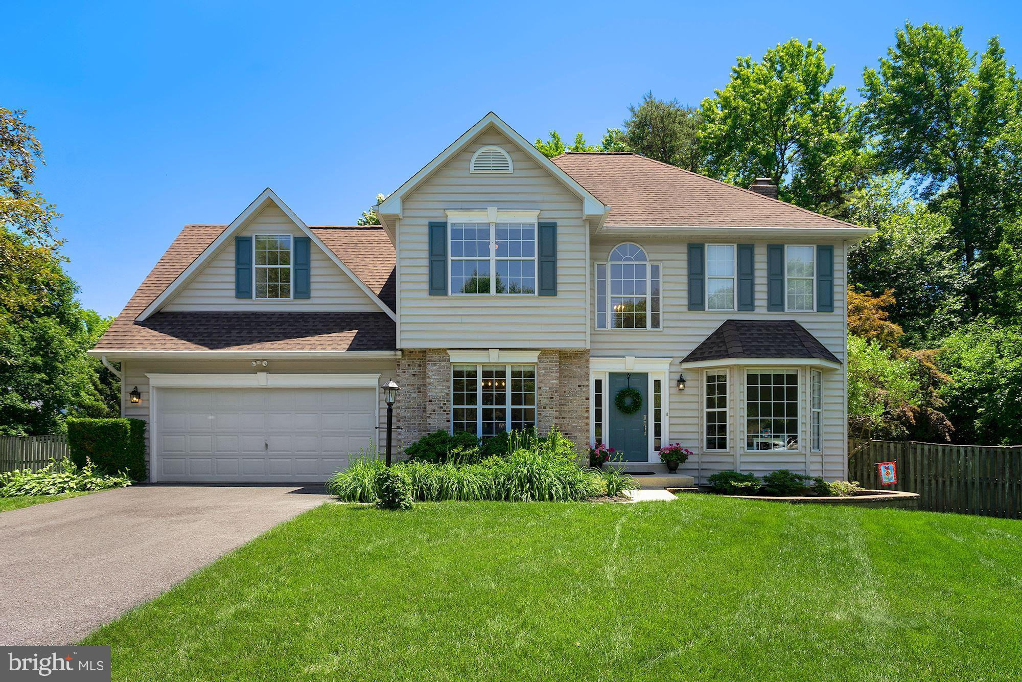 This Gorgeous  Home sits on an Amazing HALF ACRE PREMIUM LOT backing to Wooded Parkland. Enjoy Natur