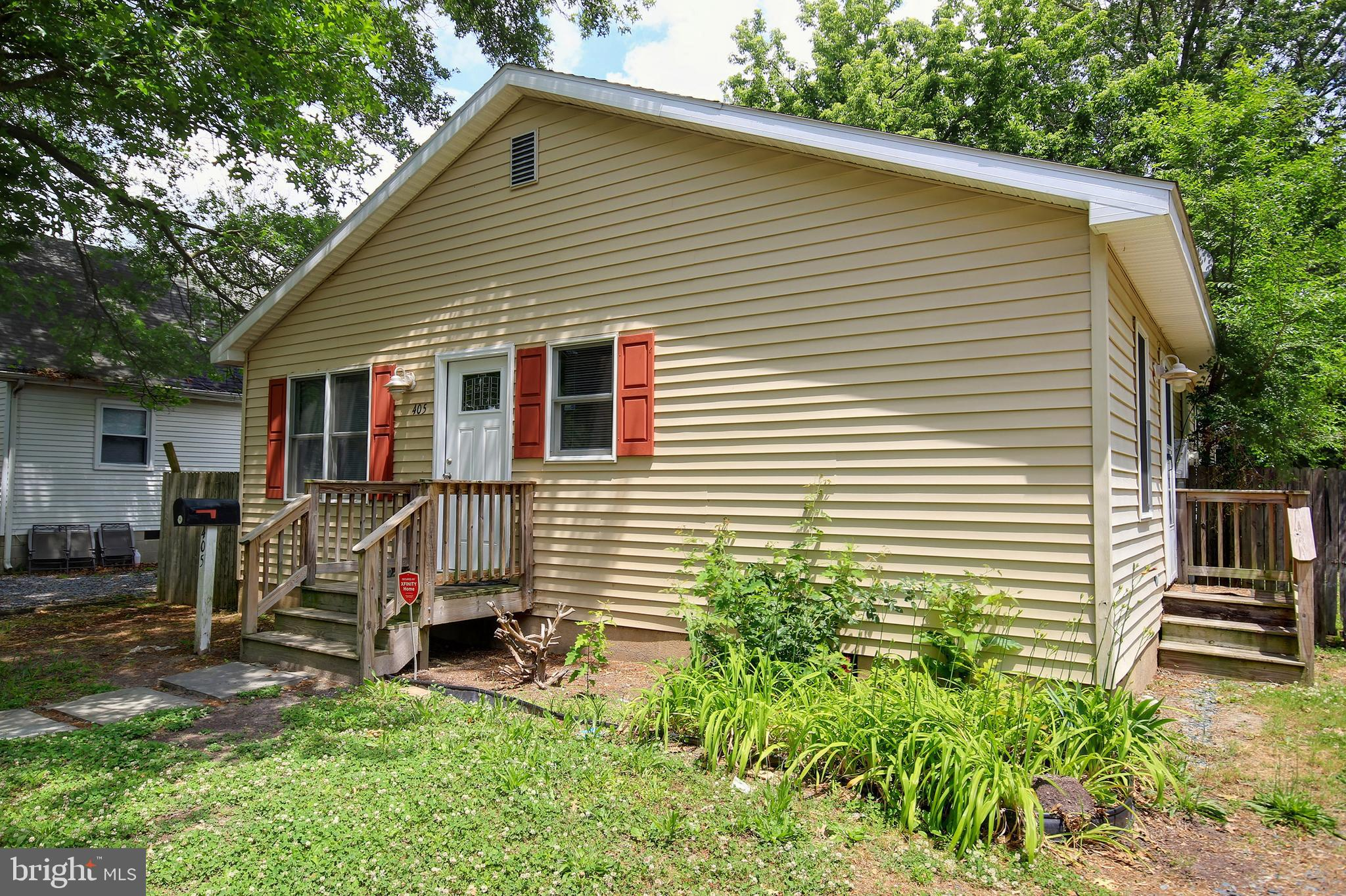 Spacious rancher with new flooring throughout, fresh paint and updated appliances. Close to everythi