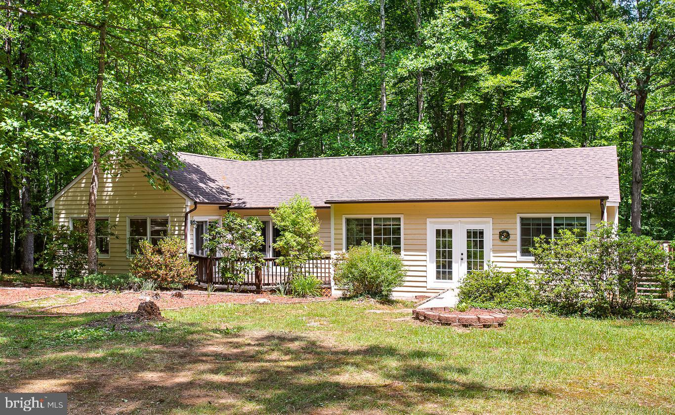 Country living with a convenient location just off the I-64/Shannon Hill exit! Just 30 minutes to Sh