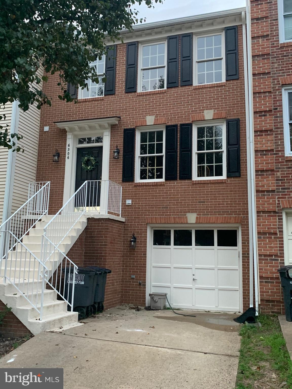 Beautiful and bright Townhouse with 3 bedrooms with 3.5 bathrooms as well as a one car garage.  You