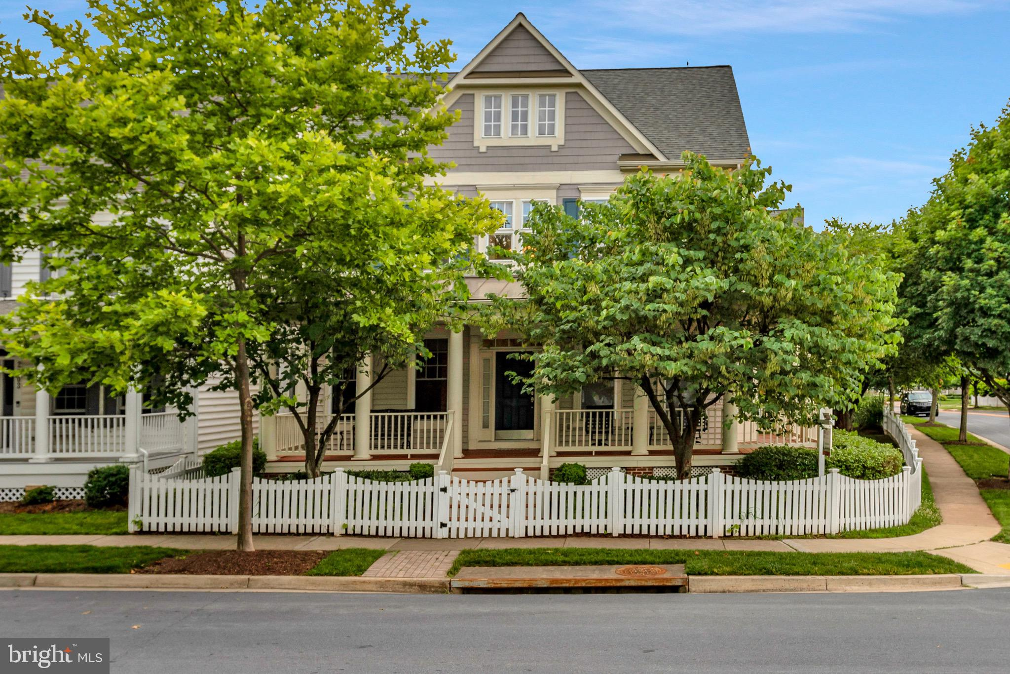 Your dream home, complete with white picket fence in King Farm, is within your reach but will not la