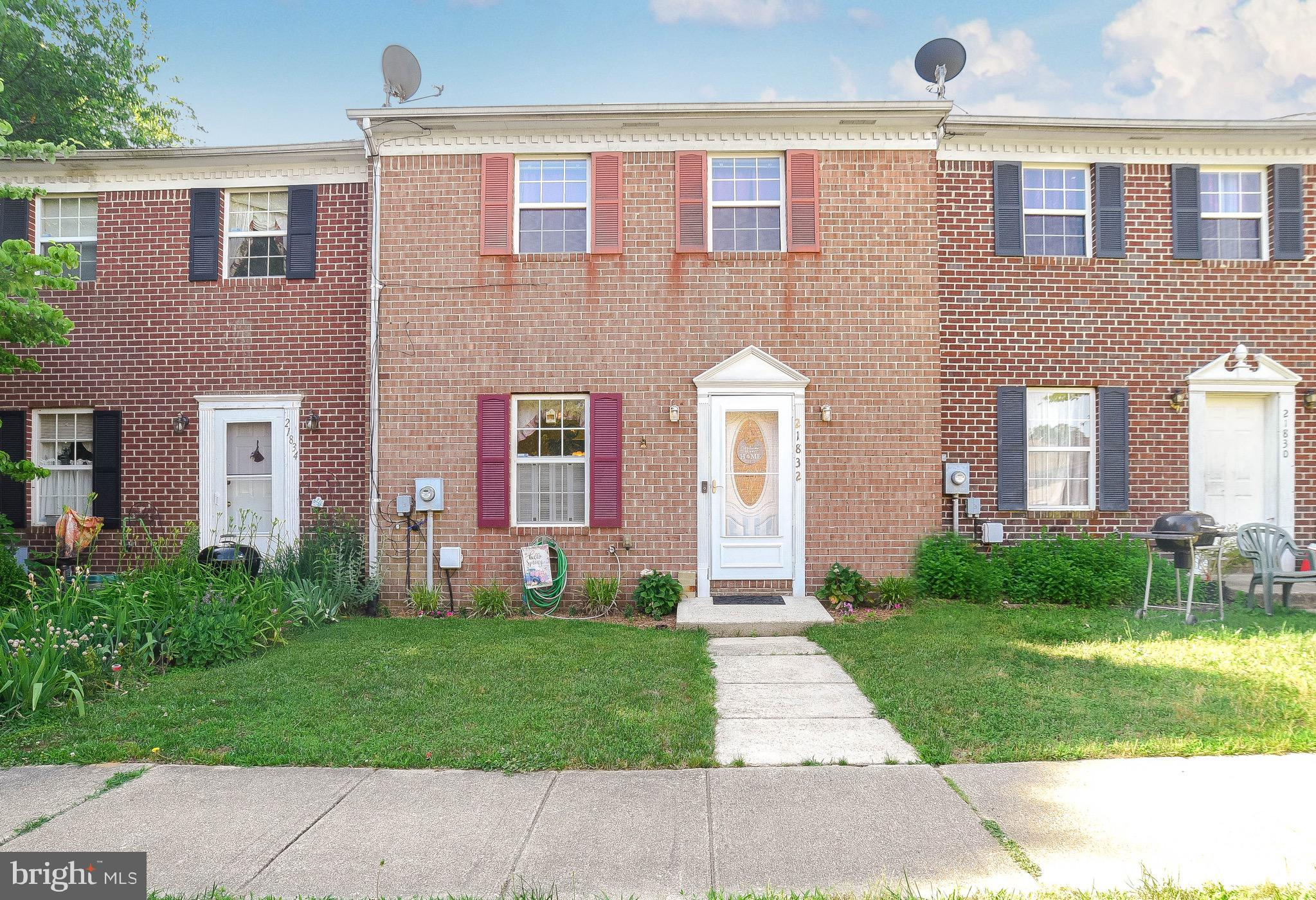 Well taken care of townhouse in just minutes from nas pax gate one. This 3 bed home shows pride of o