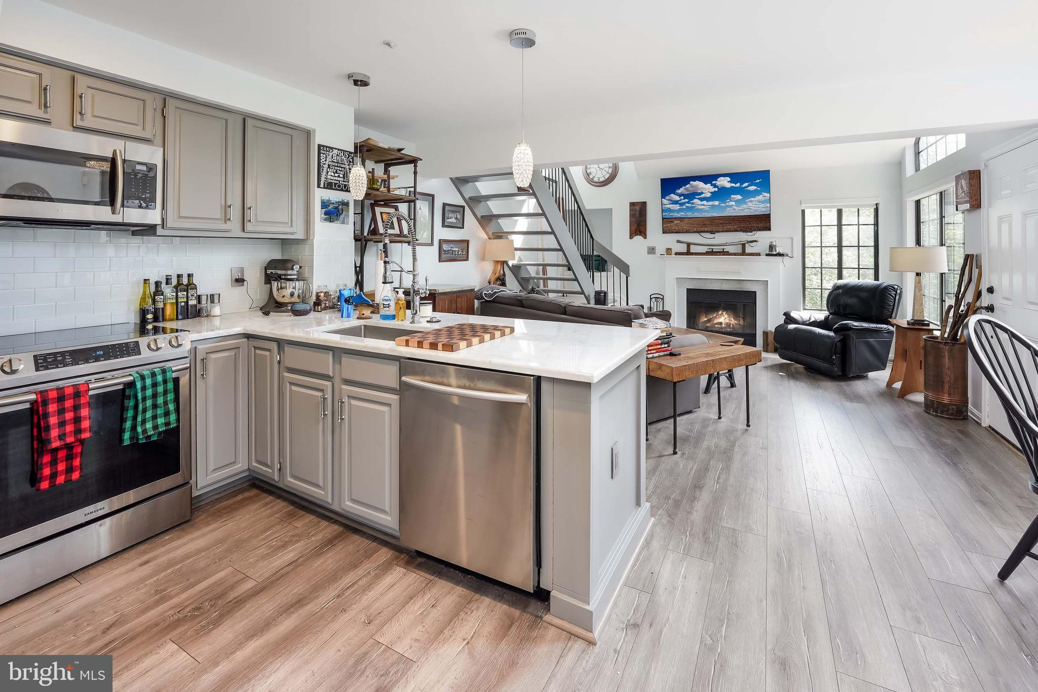 Renovated 2 level contemporary condo w/garage and Loft. Open lay out w/fireplace. High end kitchen w
