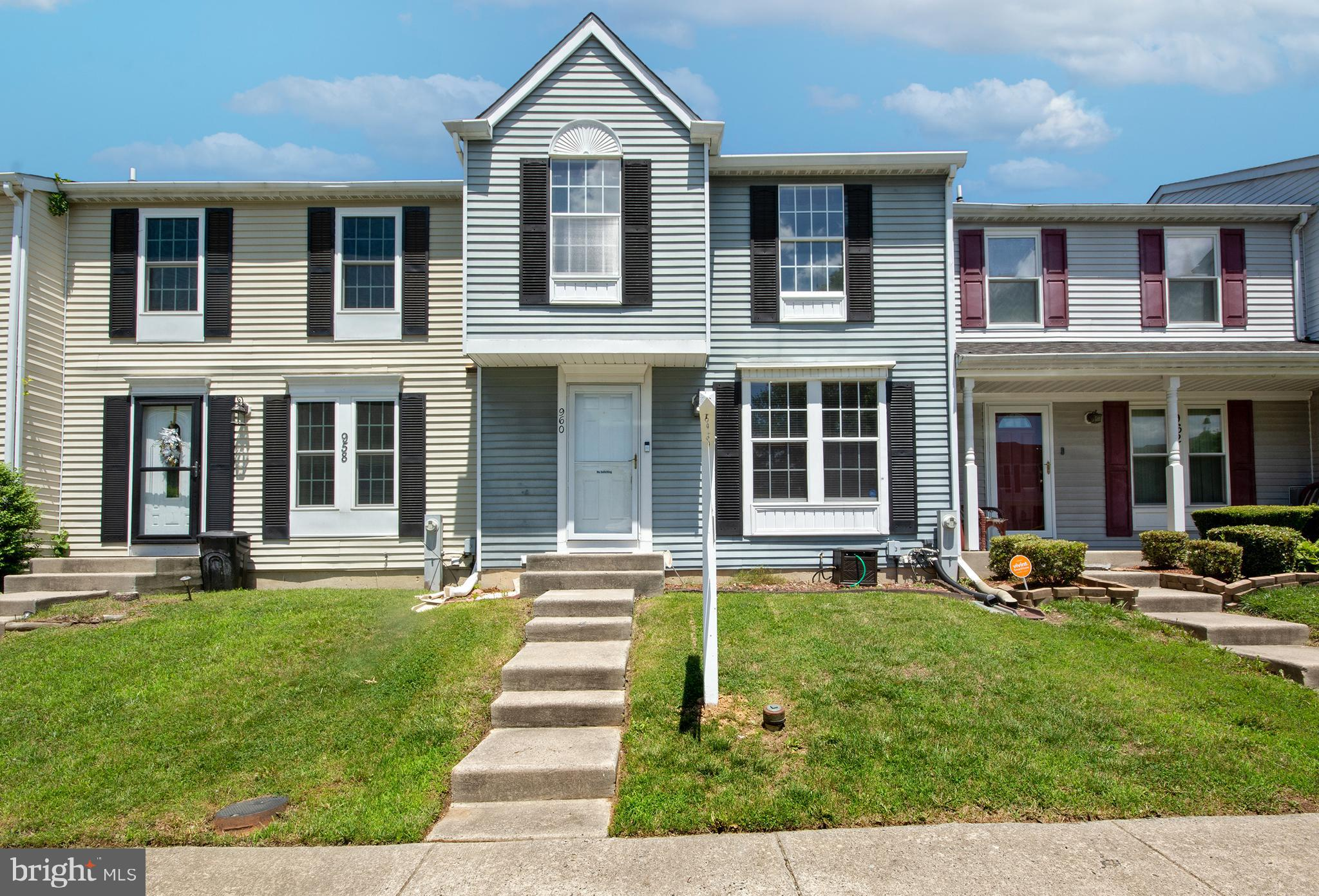 THIS 2 BEDROOM 2 BATH HOME IS LOCATED IN THE WOODBRIDGE COMMUNITY IN EDGEWWOD. THE HOME FEATURES NEW