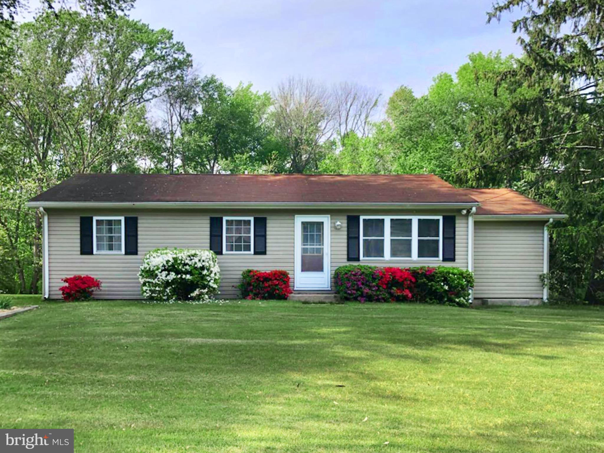 This lovely rancher with 3 bedrooms and 1 bath sits on over 1 acre just outside of Sudlersville, Mar
