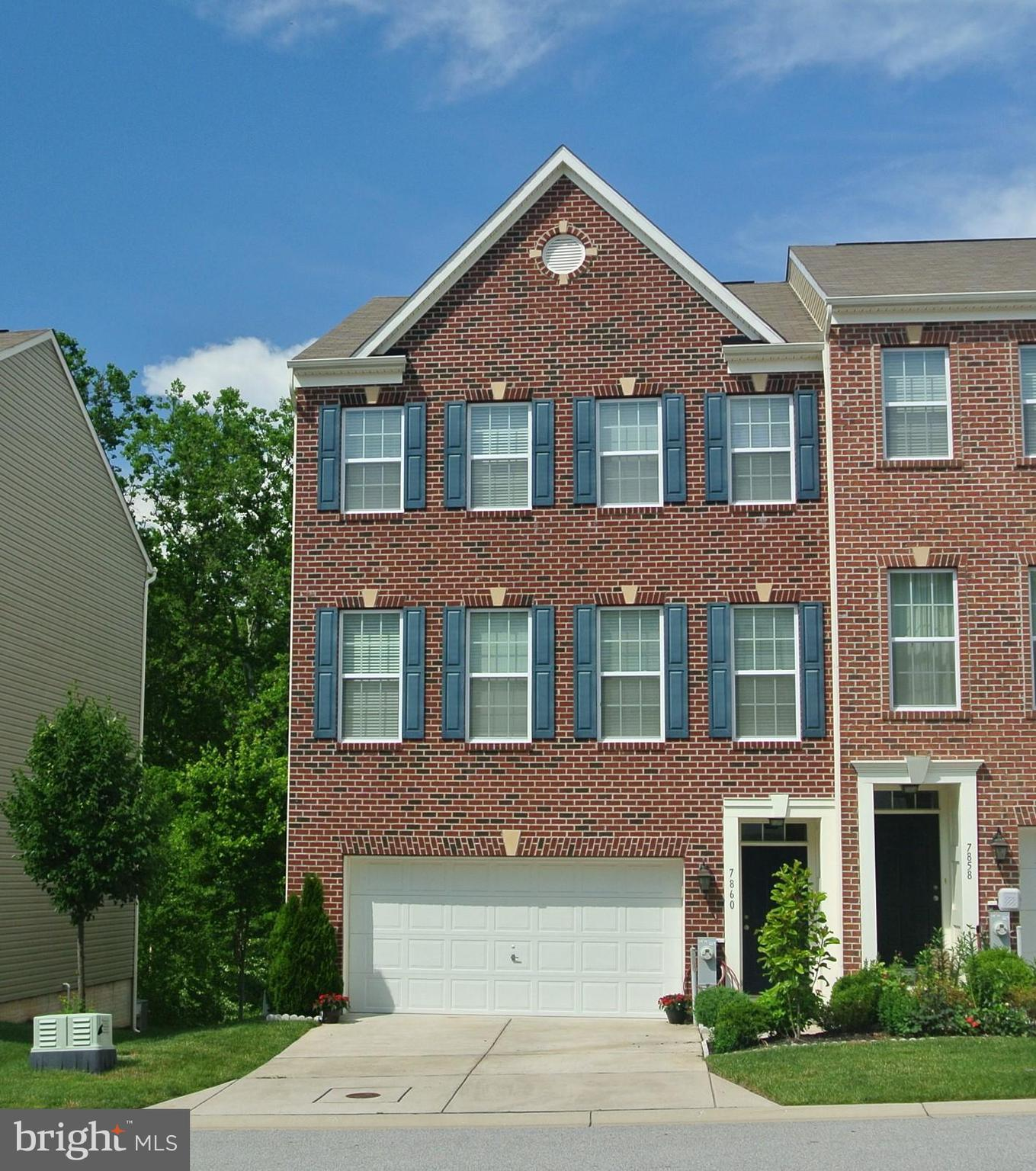Welcome to desirable Simpson Mill with Tot lot, & minutes from Robinson Nature & Visitor Center!! Be