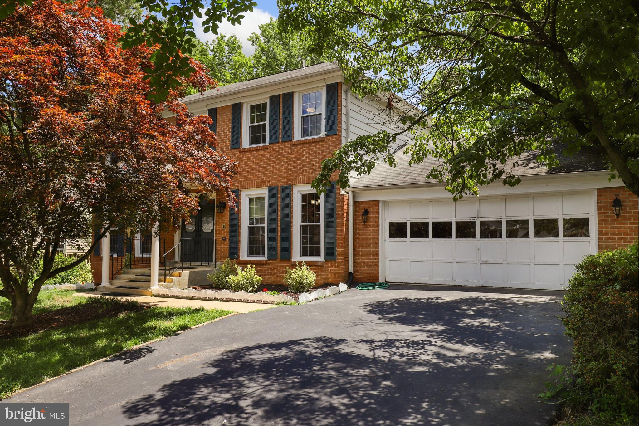 Welcome to beautiful Tysons West, lined with beautiful trees and just minutes away from the heart of