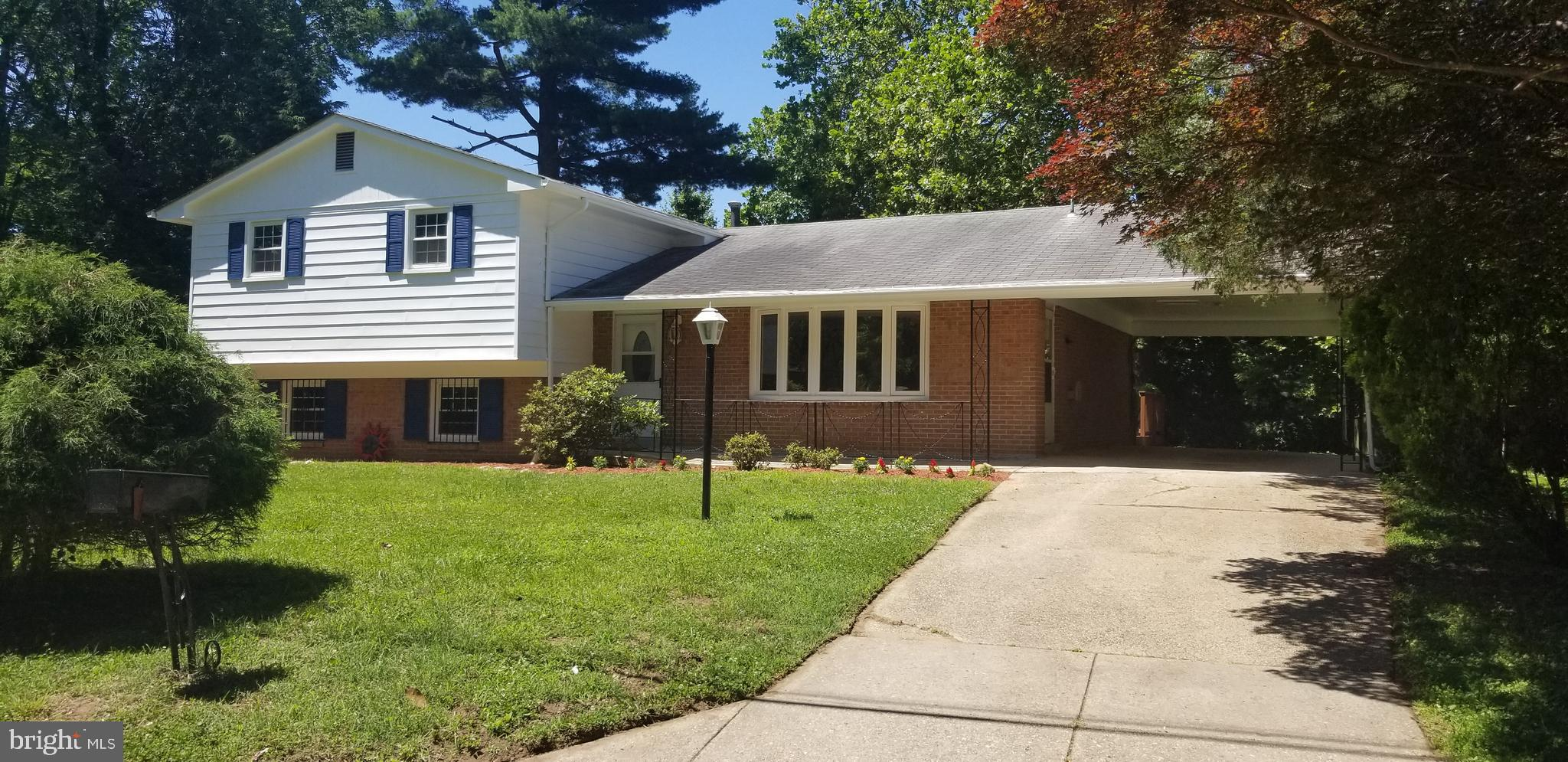 COME ENJOY SPACE FOR THE WHOLE FAMILY! UPDATED BI-LEVEL HOME IN SOUGHT AFTER NORTH POTOMAC VISTA NEI