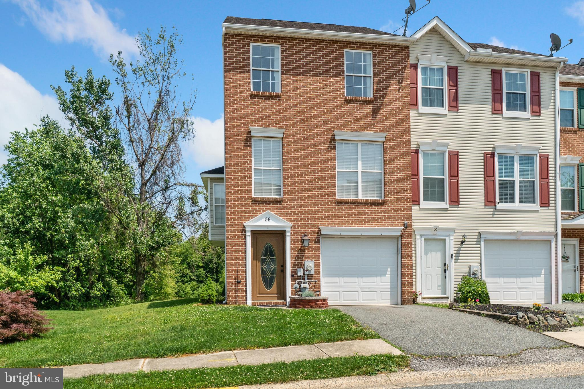 FOLLOW MY HEELS to Persimmon Creek. Move in ready end unit townhome with three full levels of living