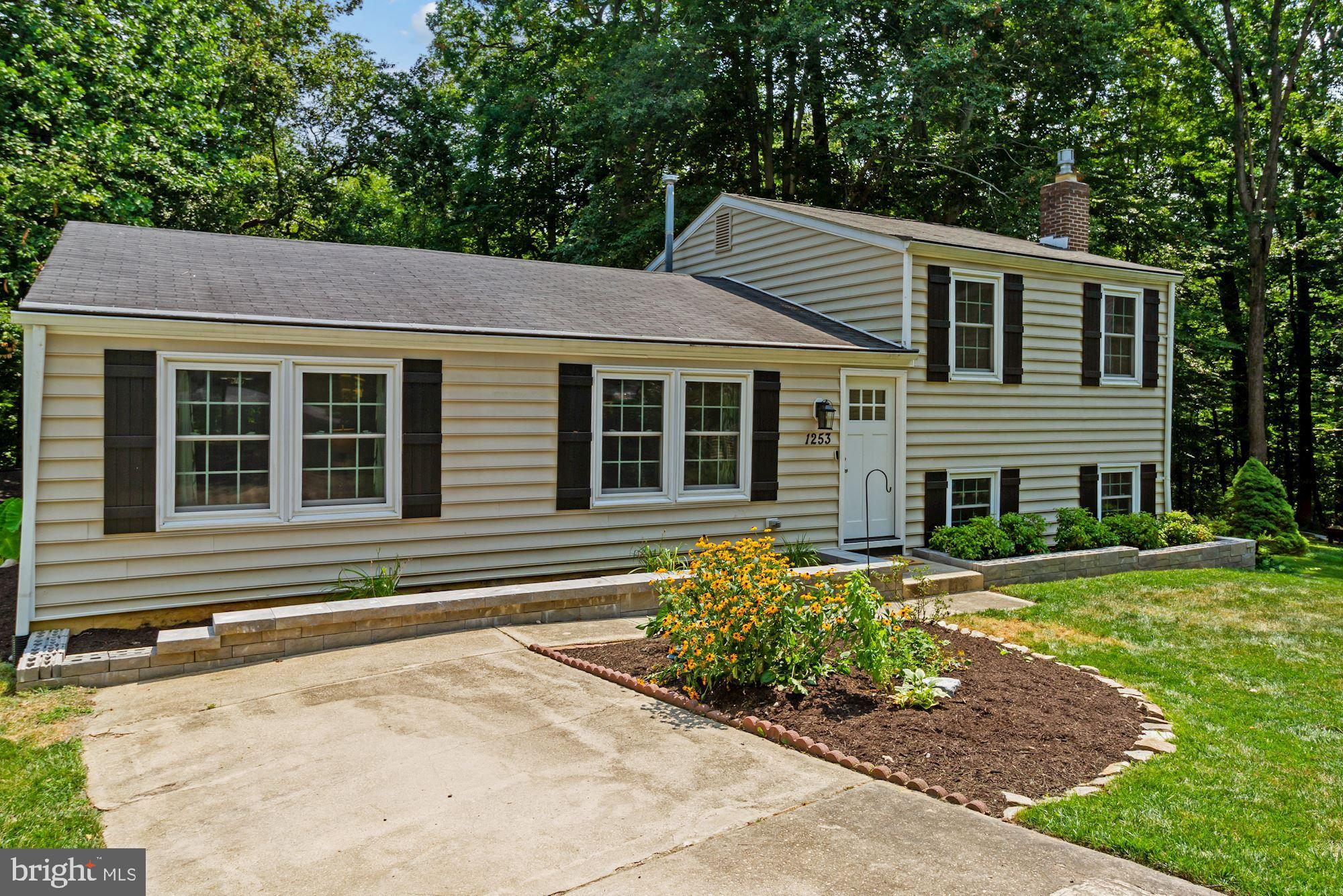 This is a well maintained home in The Timbers community.  This home features a spacious living room,