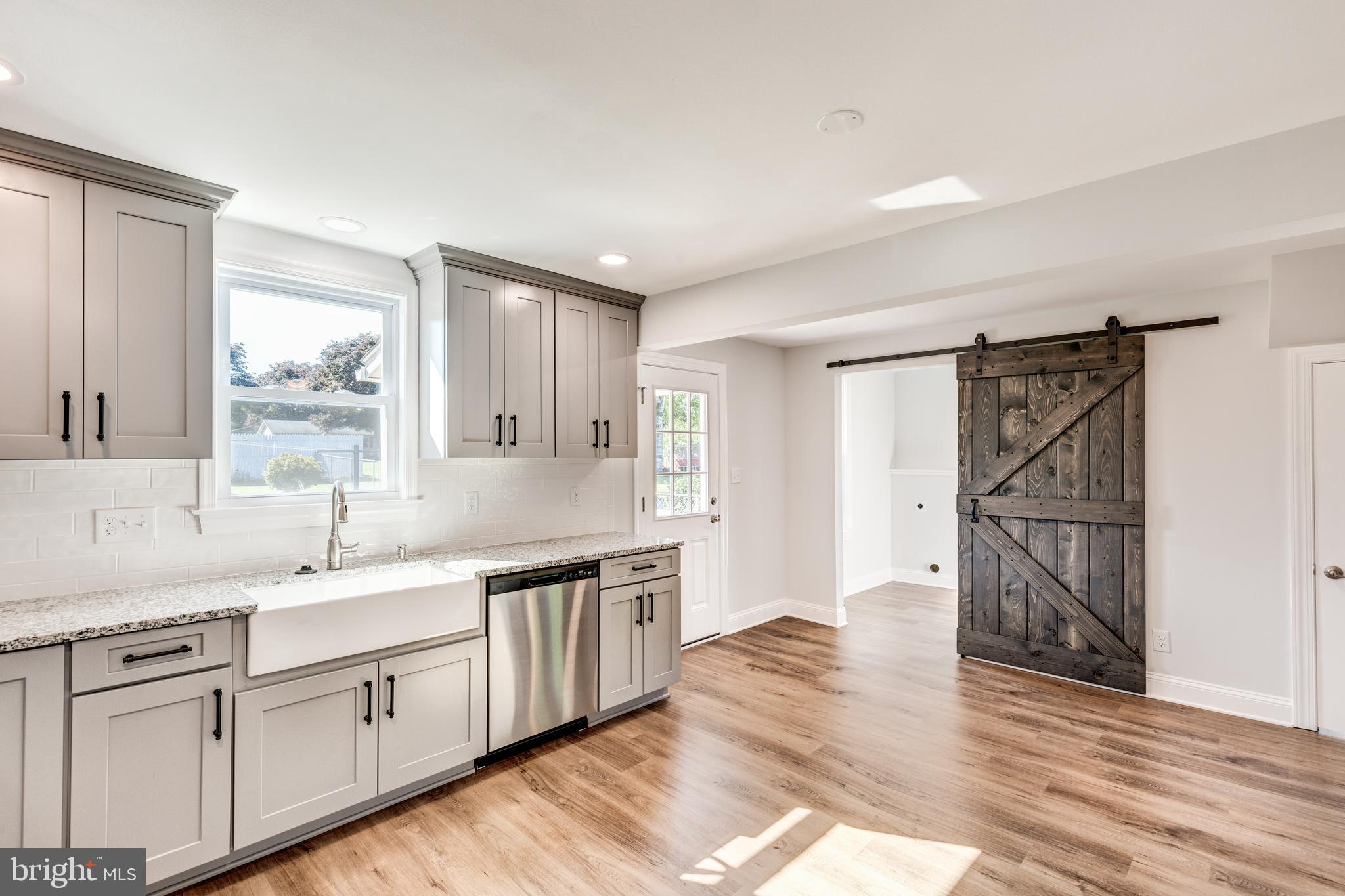 This cutie-patootie is now ready for new new owners! Fully renovated from brand new kitchen, tile ba