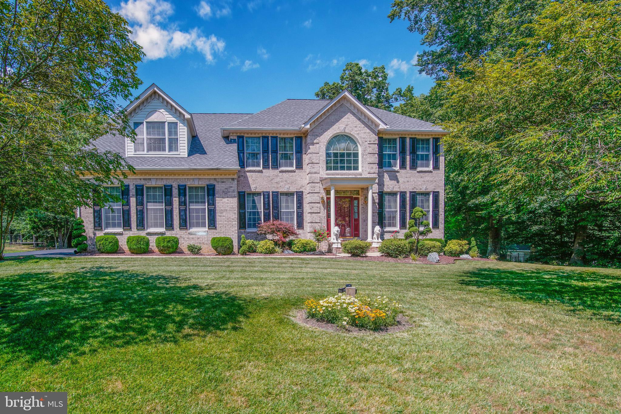 Classic beauty offering 5000+ finished square feet in highly desired Pheasant Farms.  Space is plent