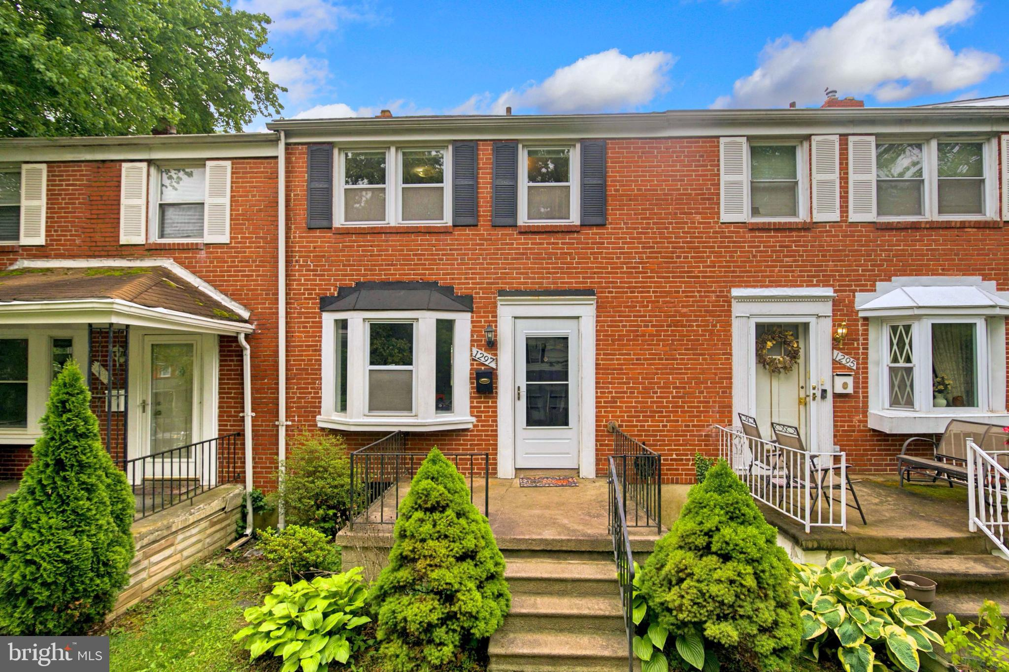 ***OFFER DEADLINE:  BEST AND FINAL BY 7 PM - 6/14/2021.  NO ESCALATION CLAUSES.    Maintained, Updated, Move-In Ready townhome in Idlewood. The main level boasts cool toned walls, white trim, and carpet in the spacious Living Room and Dining Room. The updated Kitchen has new vinyl flooring, modern backslash, and cream colored cabinets. Three nicely-sized bedrooms with original hardwood flooring and a full bath with original tile work complete the upper-level sleeping quarters. The lower level of the open features a large Recreation Room, Powder Room, and massive Laundry Room that can be customized to best suit your needs. Enter your sizable, fenced rear yard from the main or lower level. Picture yourself enjoying cookouts, kickbacks, or creating a garden for fresh produce and flowers; the possibilities are endless. The home is centrally located to several universities, shopping, restaurants, outdoor recreation, and entertainment. Book your appointment today for this gem in Idlewood.