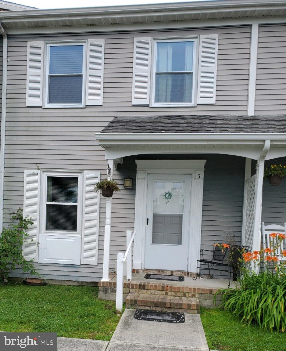 Great Investment opportunity.  3 bed 2 1/2 bath townhome nestled in one of the coolest small towns i